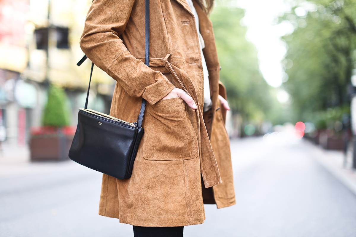 Clochet_streetstyle_suiteblanco_suede_trench_coat_denim_flared_jeans-8
