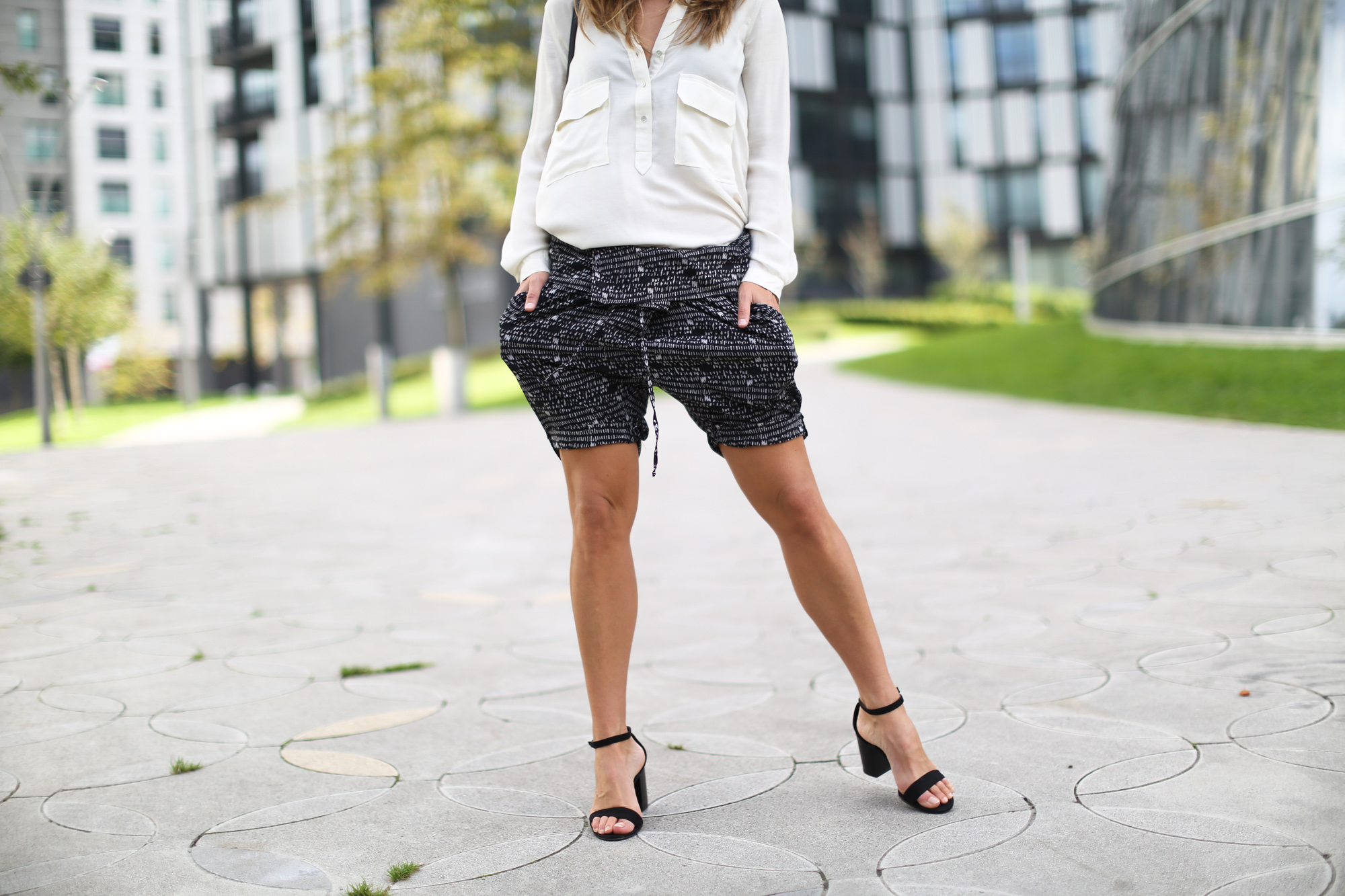 Clochet_streetstyle_theory_shorts_celine_trio_bag-6