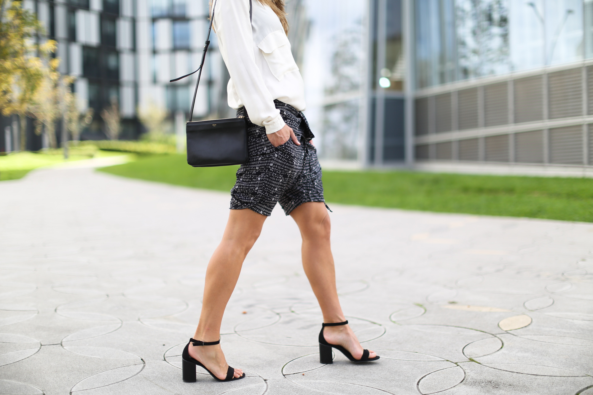 Clochet_streetstyle_theory_shorts_celine_trio_bag-7