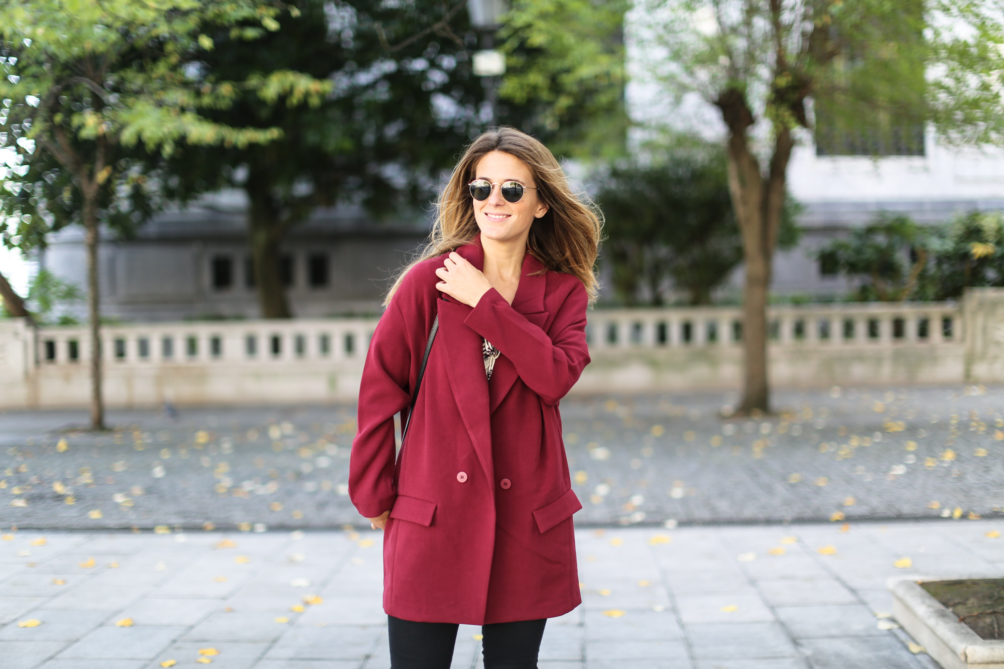 Clochet_streetstyle_burgundy_long_blazer_boho_top_celine_trio_bag-10