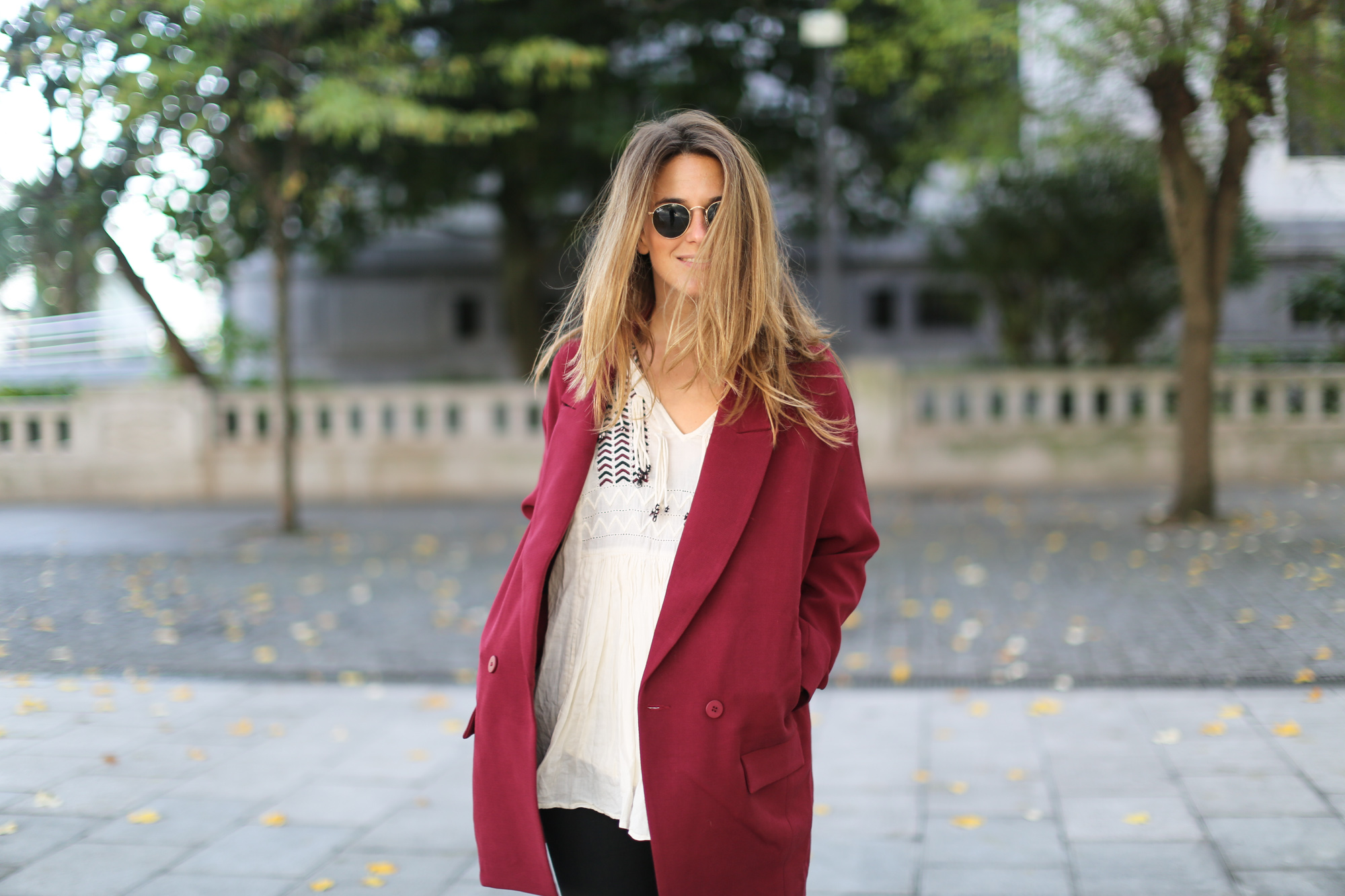 Clochet_streetstyle_burgundy_long_blazer_boho_top_celine_trio_bag-12