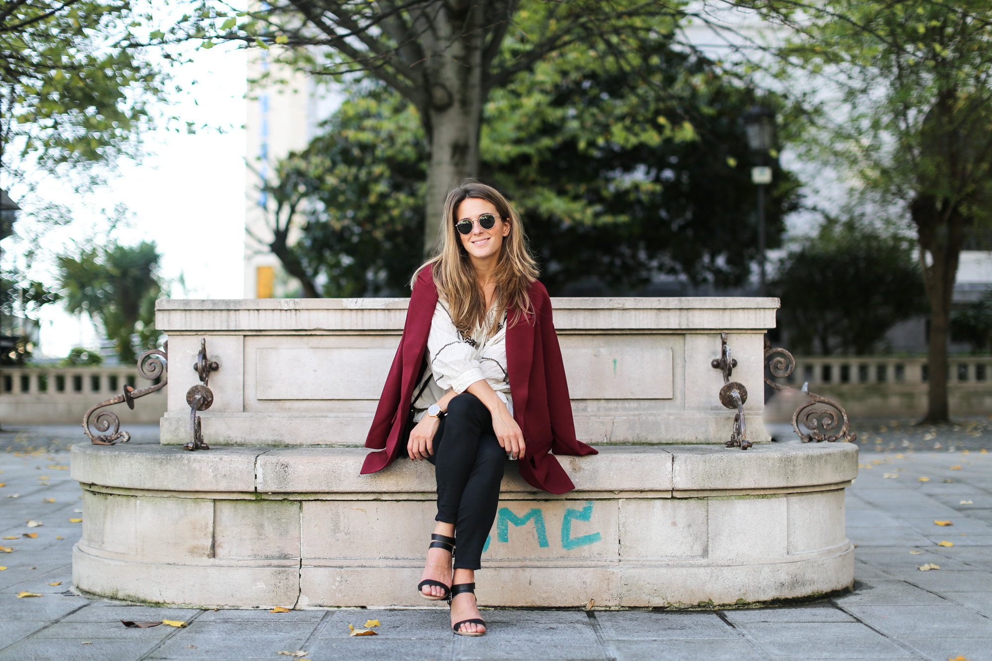 Clochet_streetstyle_burgundy_long_blazer_boho_top_celine_trio_bag-2