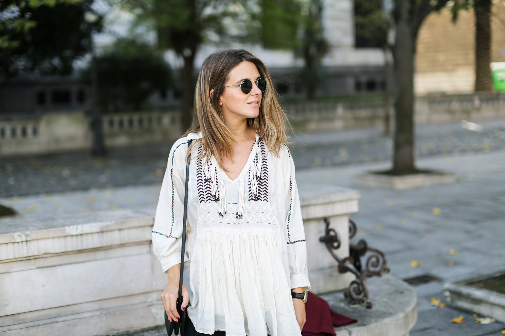 Clochet_streetstyle_burgundy_long_blazer_boho_top_celine_trio_bag-4
