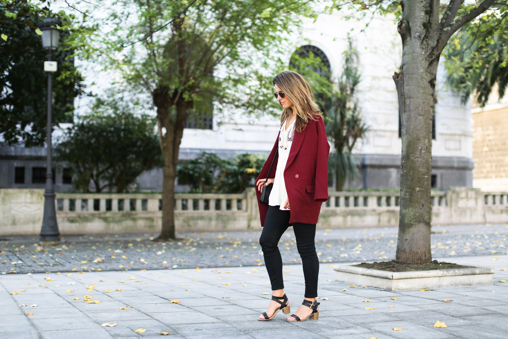 Clochet_streetstyle_burgundy_long_blazer_boho_top_celine_trio_bag-6