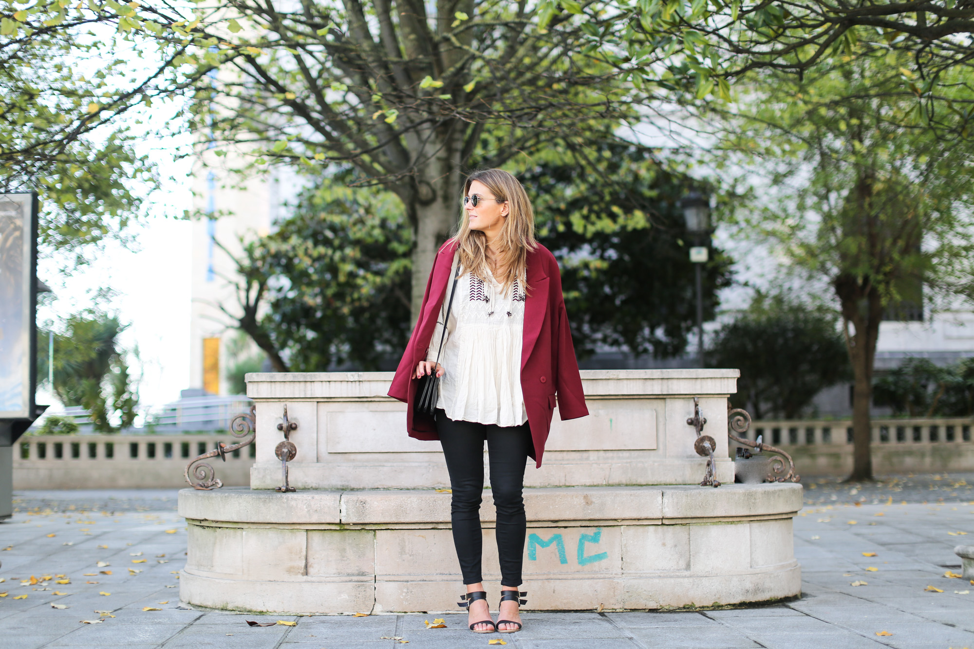 Clochet_streetstyle_burgundy_long_blazer_boho_top_celine_trio_bag