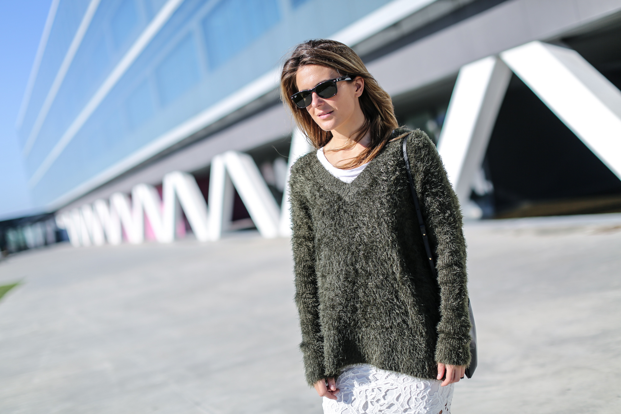 Clochet_streetstyle_chicwish_white_crochet_skirt_green_oversized_knit-5