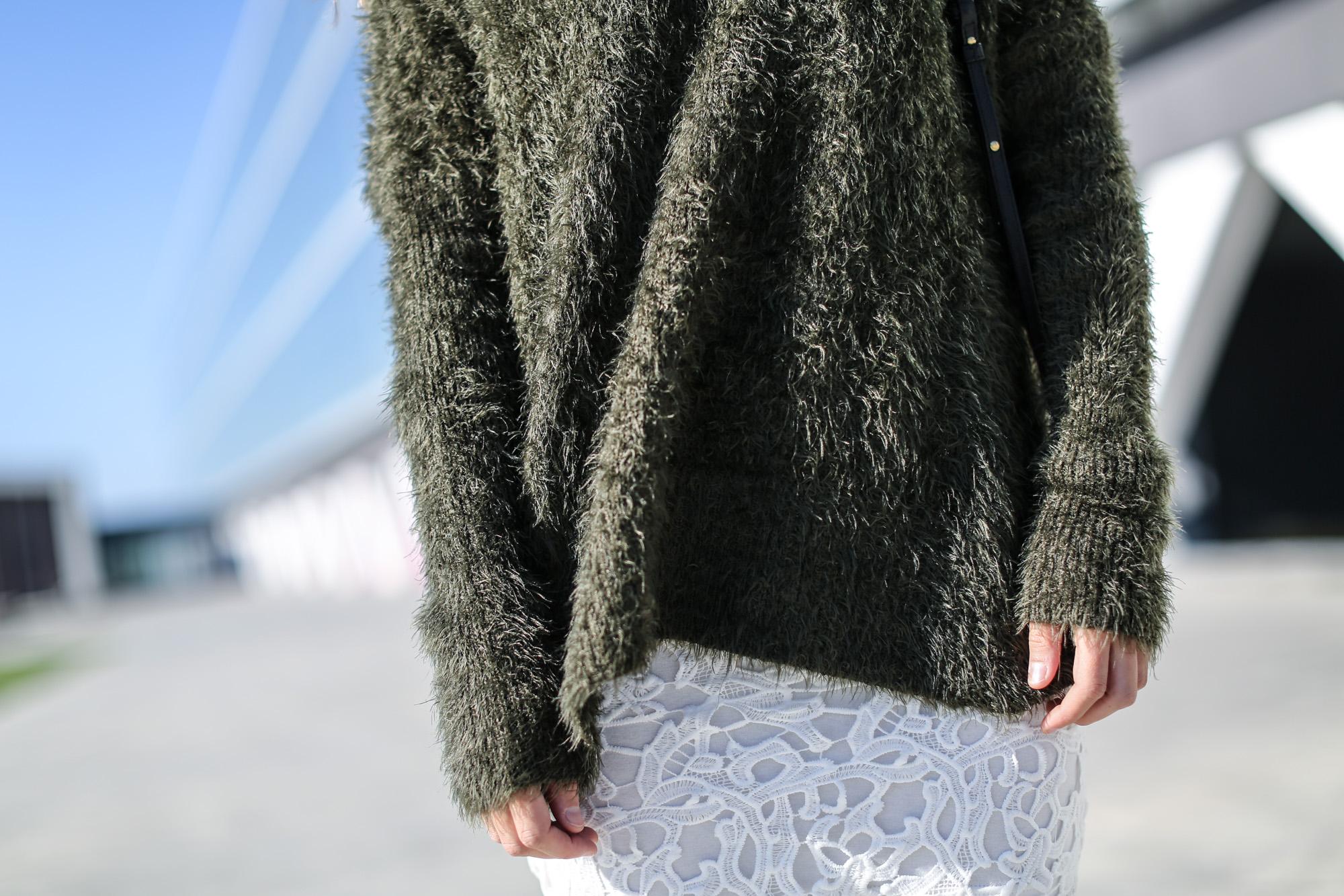 Clochet_streetstyle_chicwish_white_crochet_skirt_green_oversized_knit-6