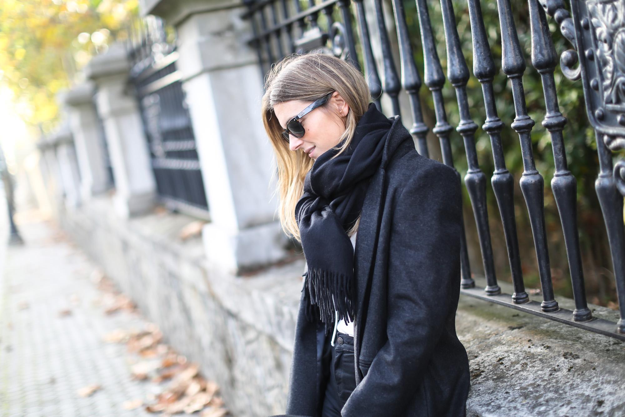Clochet_streetstyle_eseoese_wool_grey_tailored-coat_mansur_gavriel_bucket_bag-12