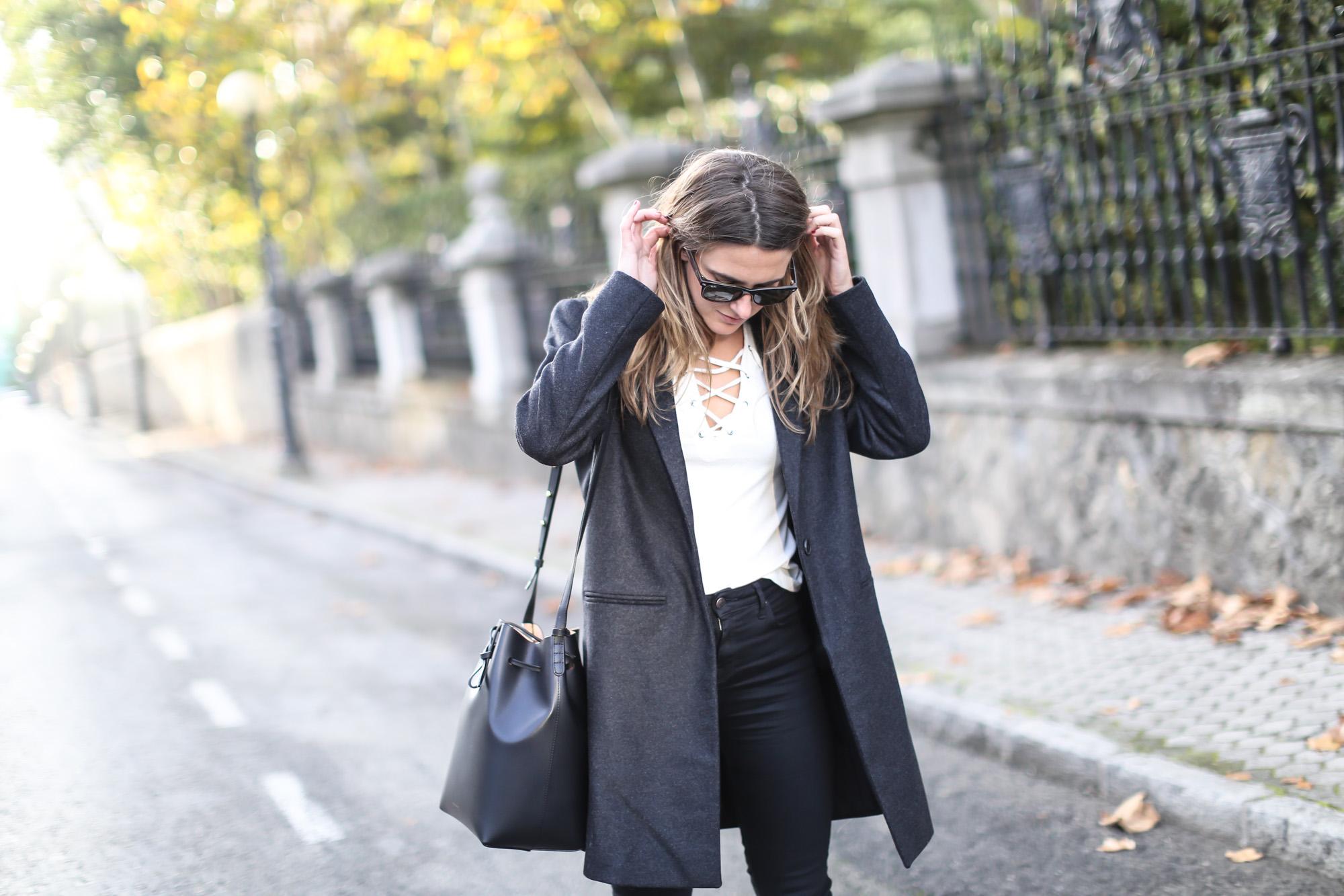 Clochet_streetstyle_eseoese_wool_grey_tailored-coat_mansur_gavriel_bucket_bag-2