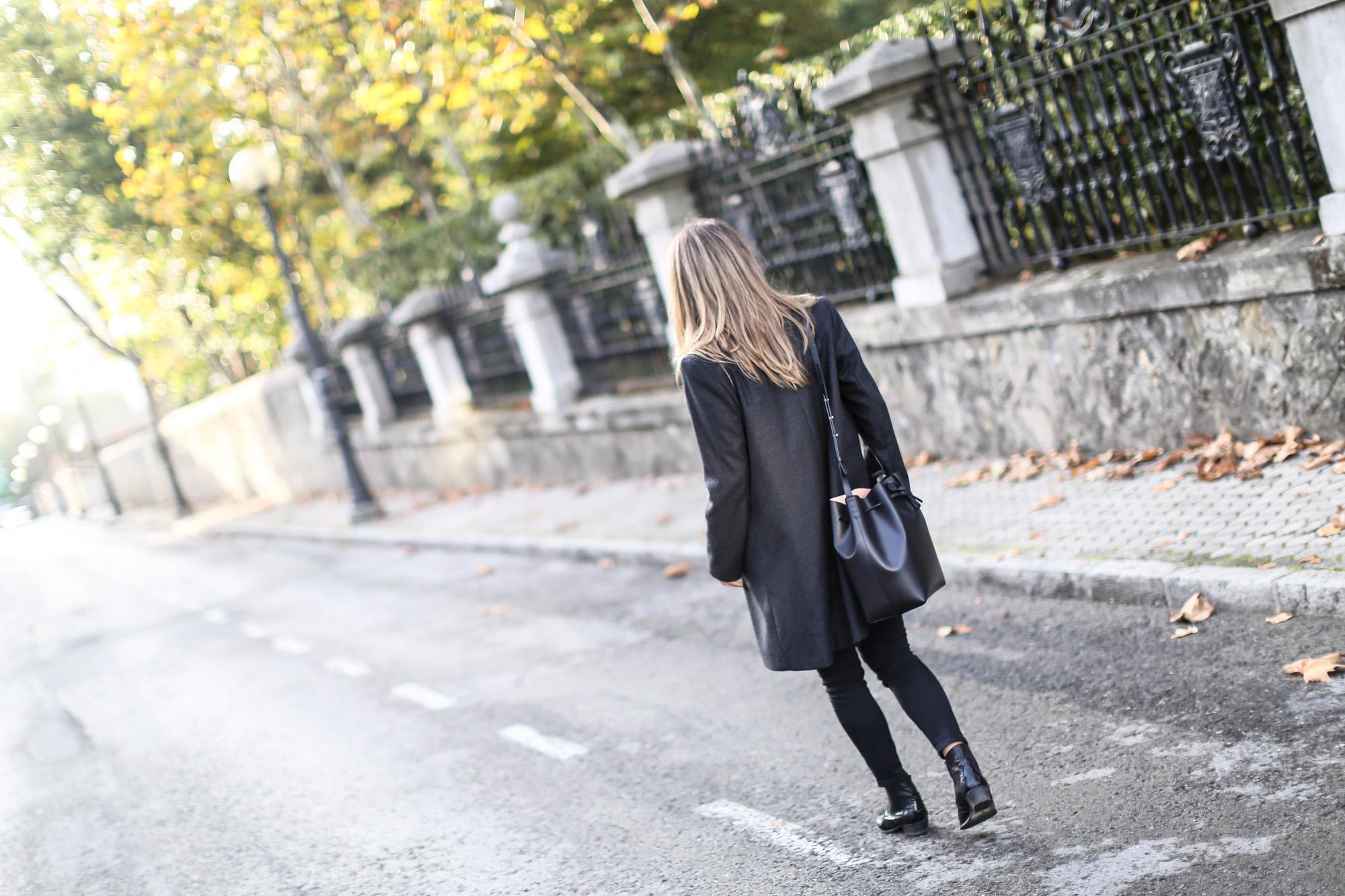 Clochet_streetstyle_eseoese_wool_grey_tailored-coat_mansur_gavriel_bucket_bag-3