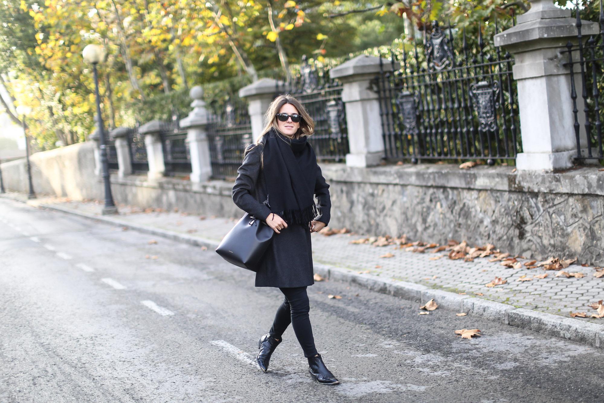 Clochet_streetstyle_eseoese_wool_grey_tailored-coat_mansur_gavriel_bucket_bag-5