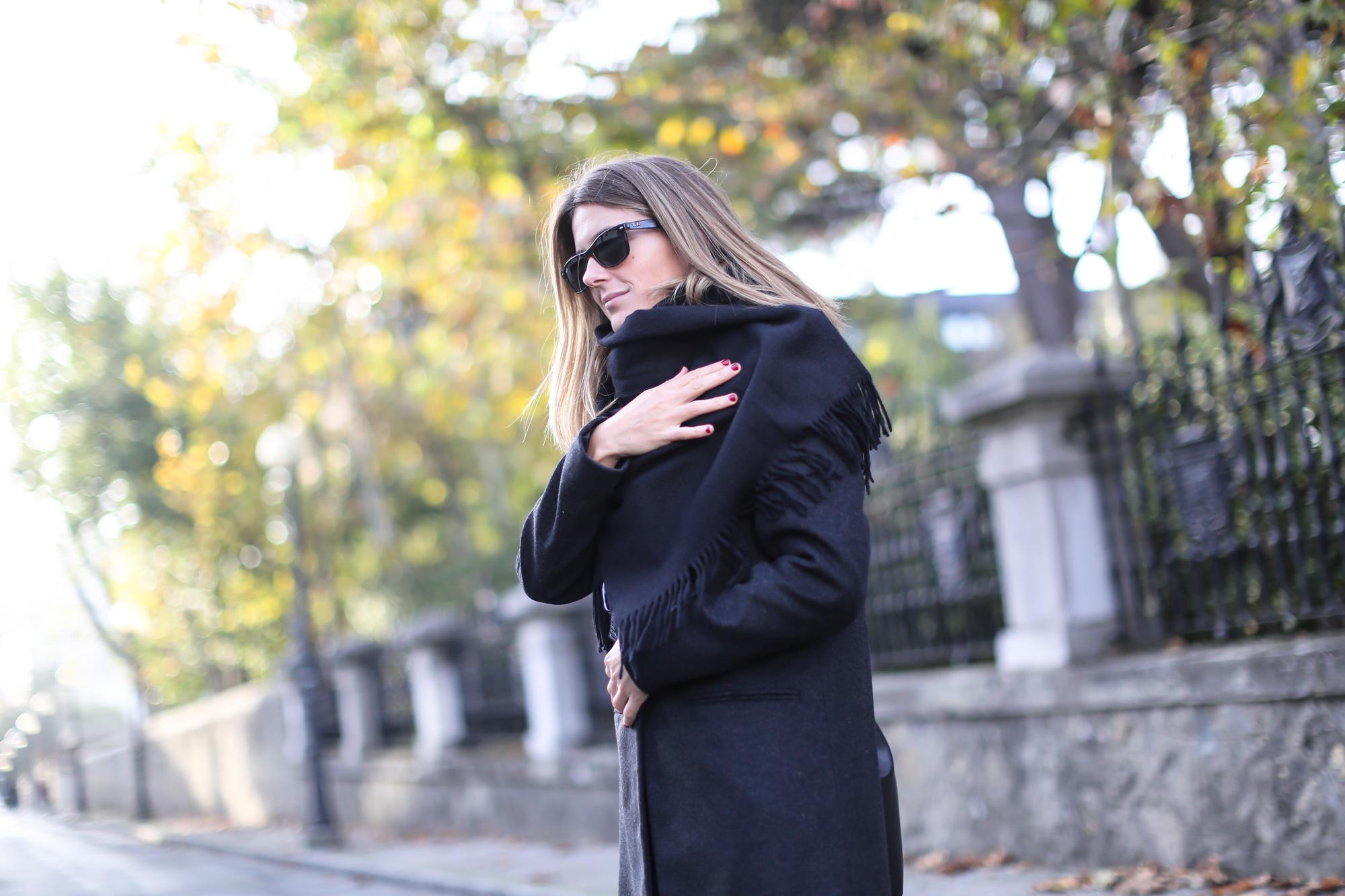 Clochet_streetstyle_eseoese_wool_grey_tailored-coat_mansur_gavriel_bucket_bag-8