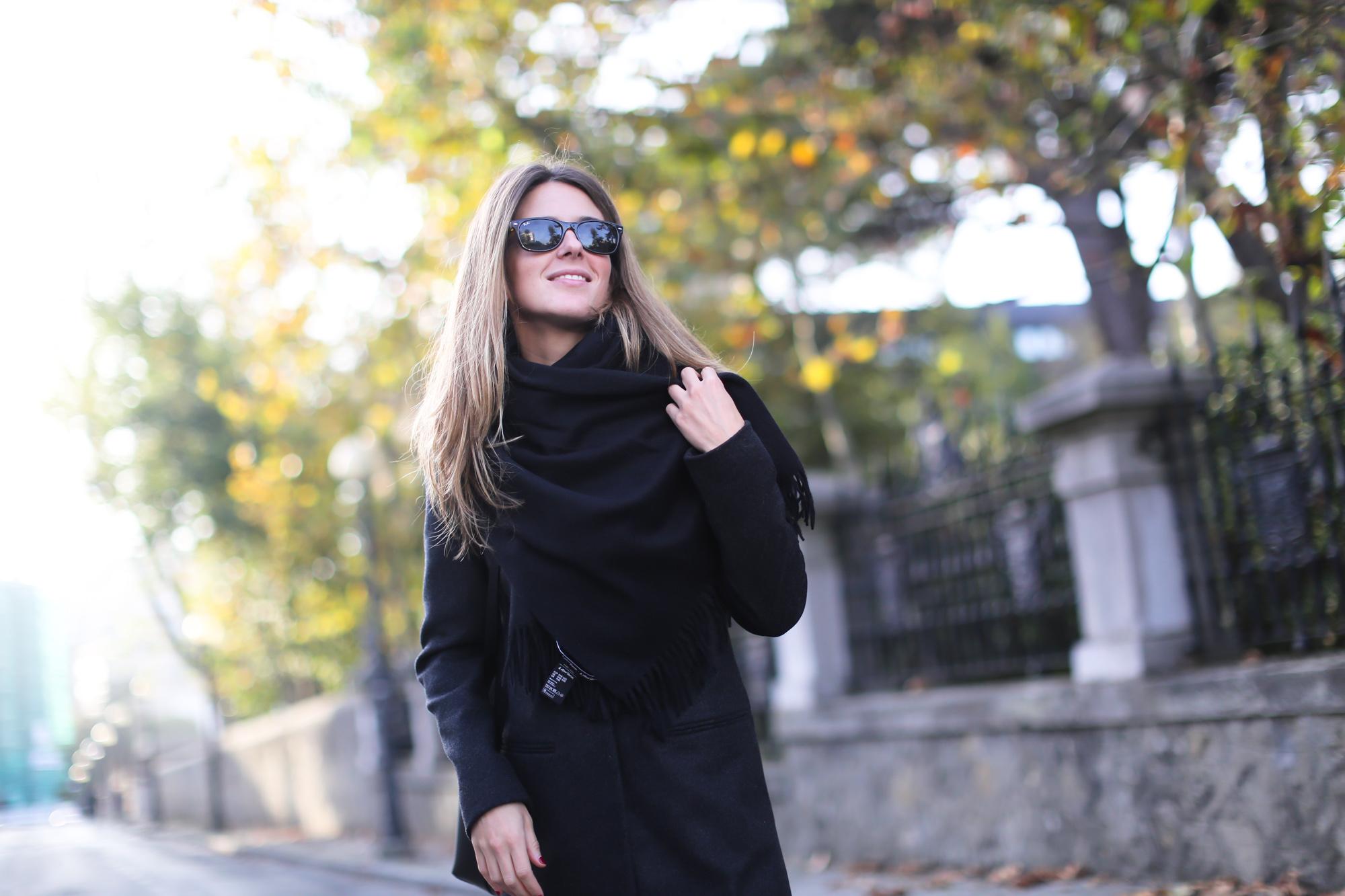 Clochet_streetstyle_eseoese_wool_grey_tailored-coat_mansur_gavriel_bucket_bag-9