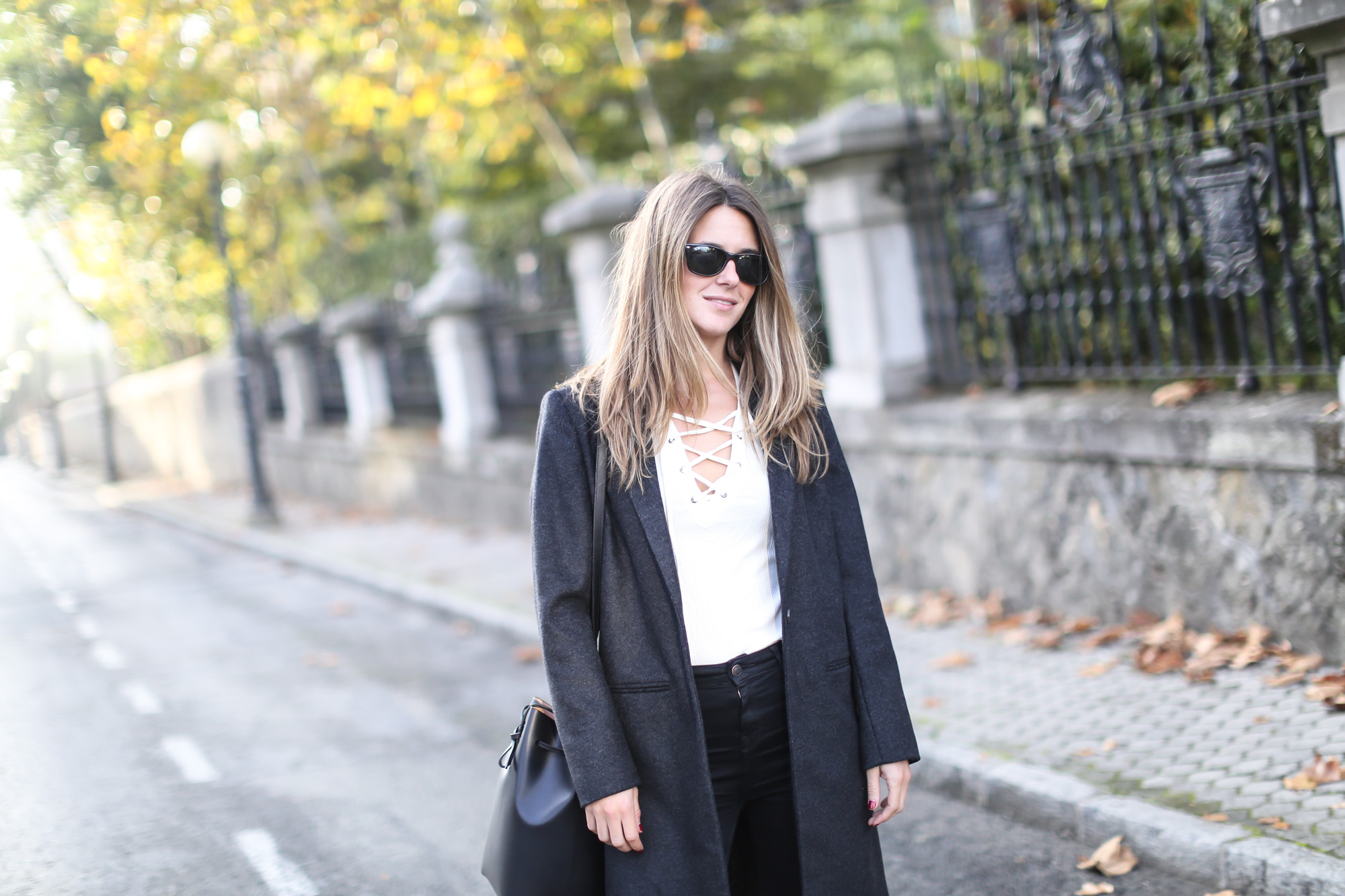 Clochet_streetstyle_eseoese_wool_grey_tailored-coat_mansur_gavriel_bucket_bag
