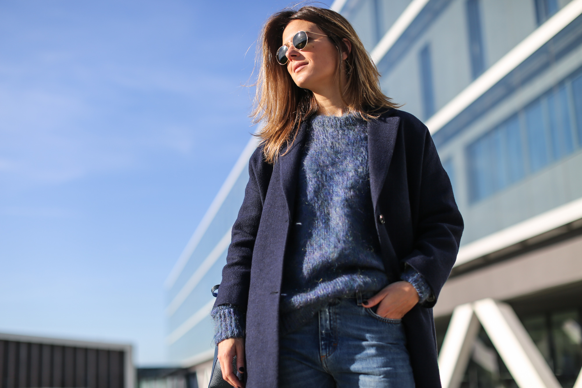 Clochet_streetstyle_masscob_navy_coat_trimmer_bilbao_acne_pop_jeans-10