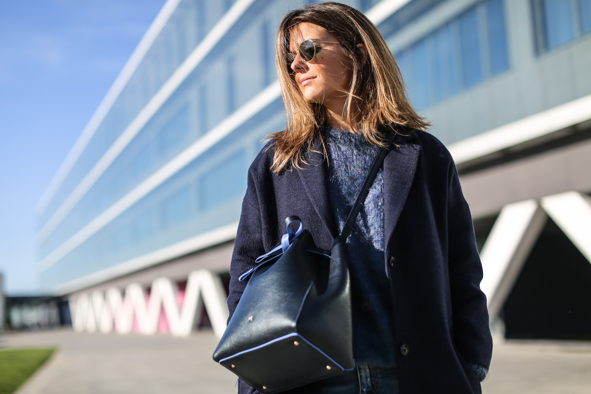Clochet_streetstyle_masscob_navy_coat_trimmer_bilbao_acne_pop_jeans-11