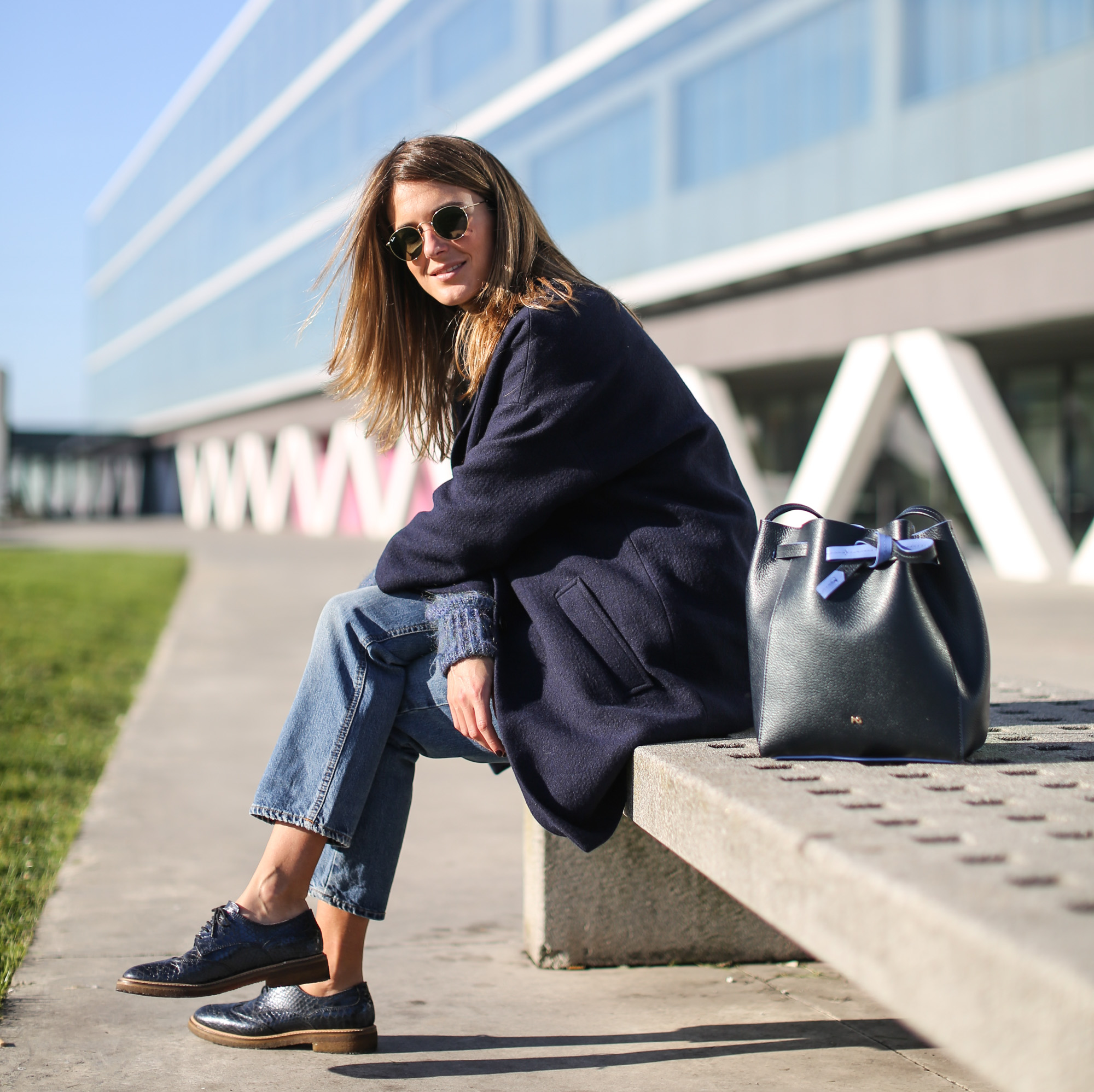 Clochet_streetstyle_masscob_navy_coat_trimmer_bilbao_acne_pop_jeans-18