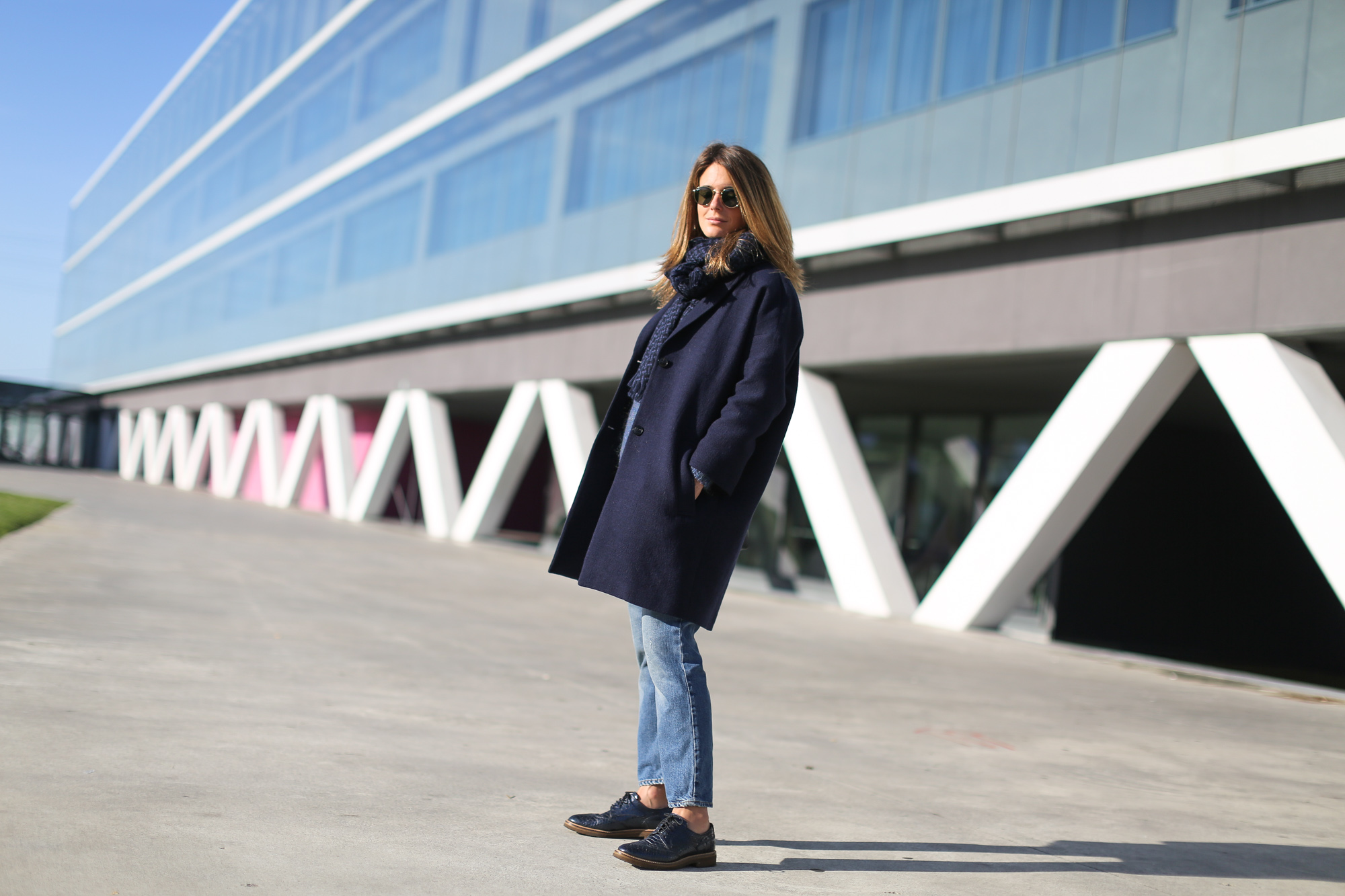 Clochet_streetstyle_masscob_navy_coat_trimmer_bilbao_acne_pop_jeans-2