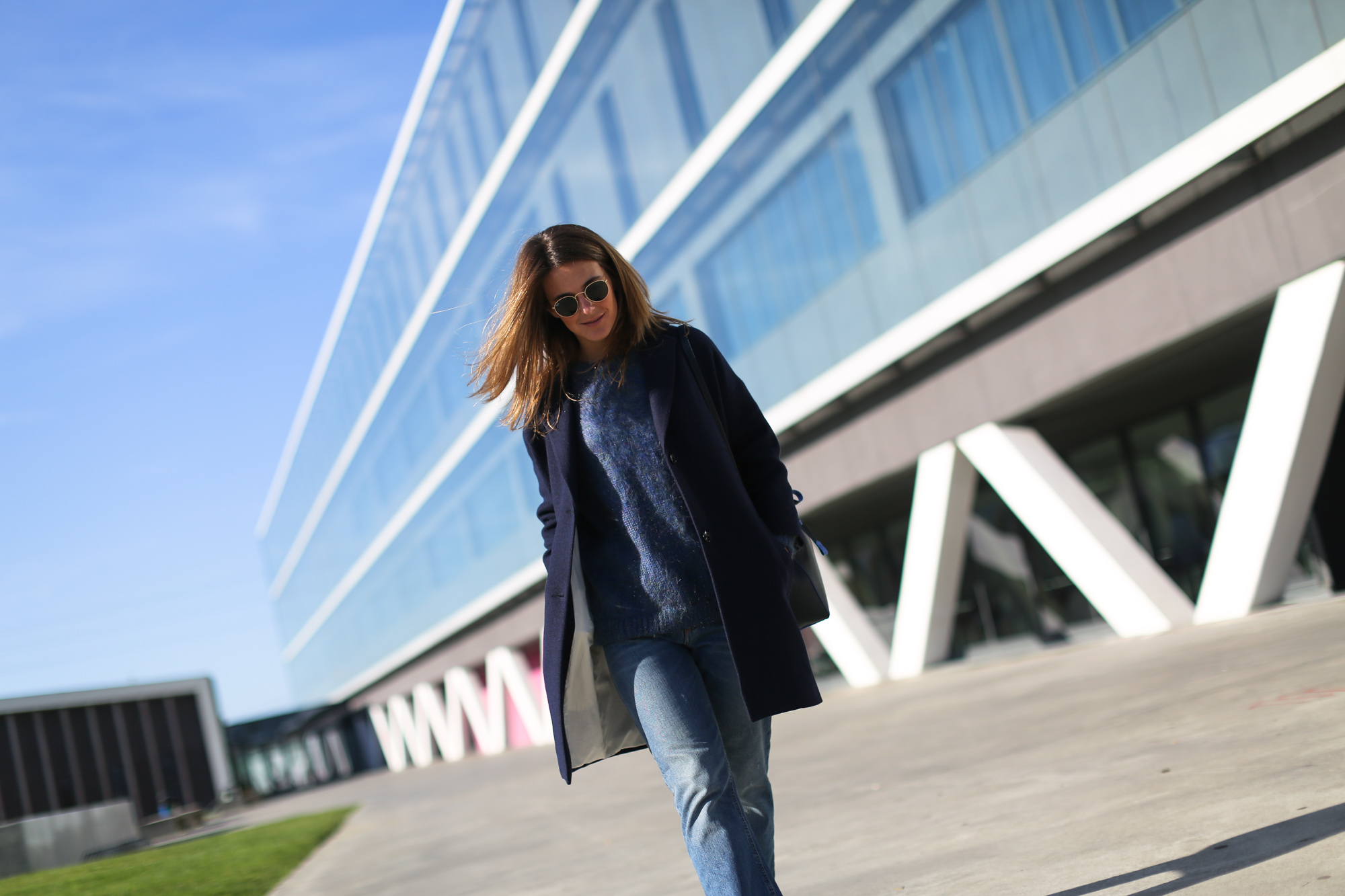 Clochet_streetstyle_masscob_navy_coat_trimmer_bilbao_acne_pop_jeans-7