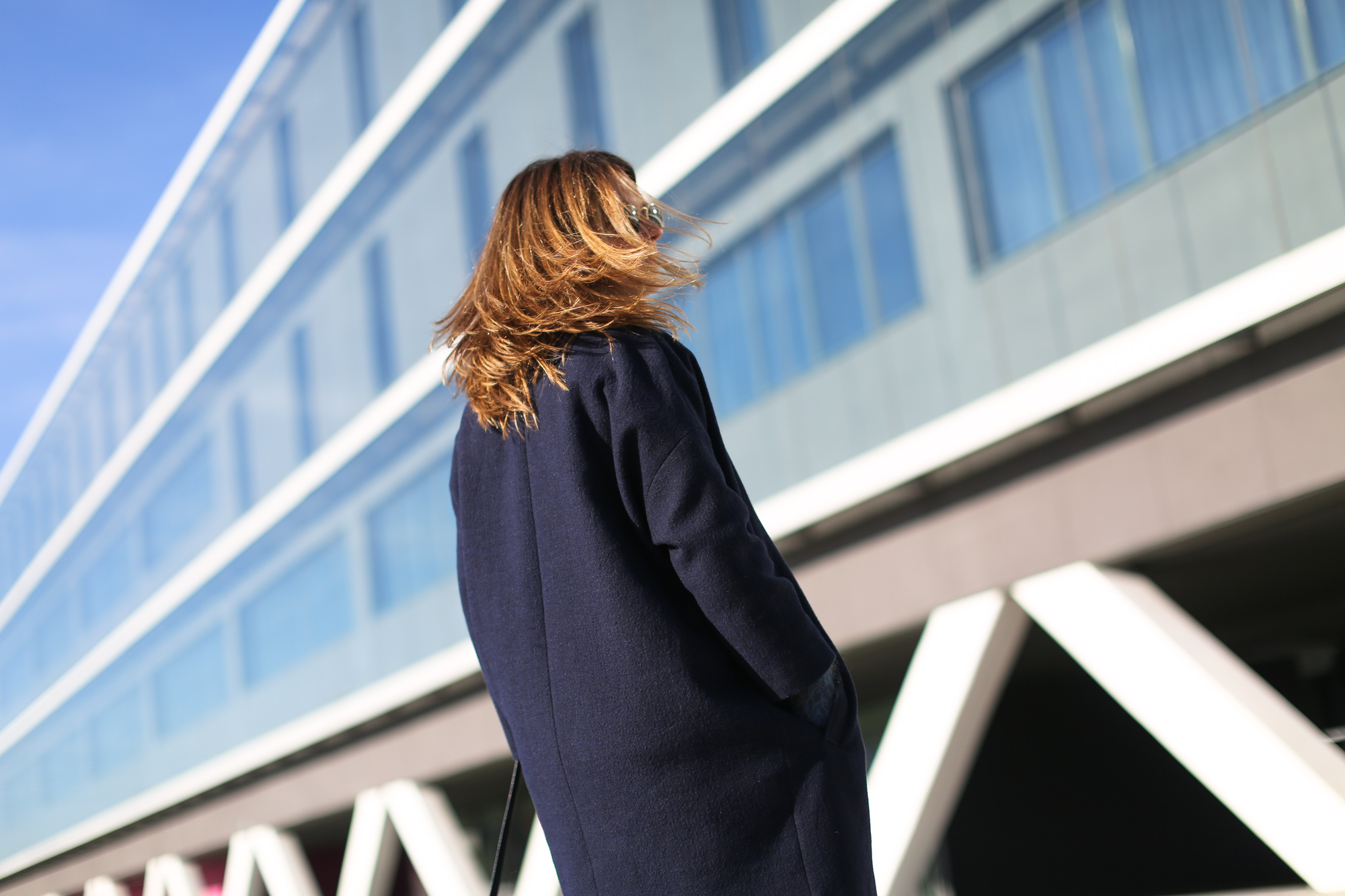 Clochet_streetstyle_masscob_navy_coat_trimmer_bilbao_acne_pop_jeans-8