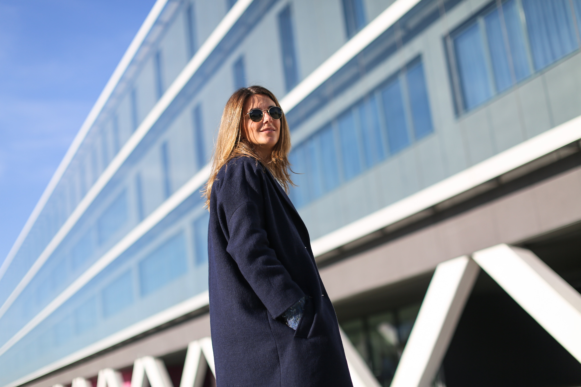 Clochet_streetstyle_masscob_navy_coat_trimmer_bilbao_acne_pop_jeans-9