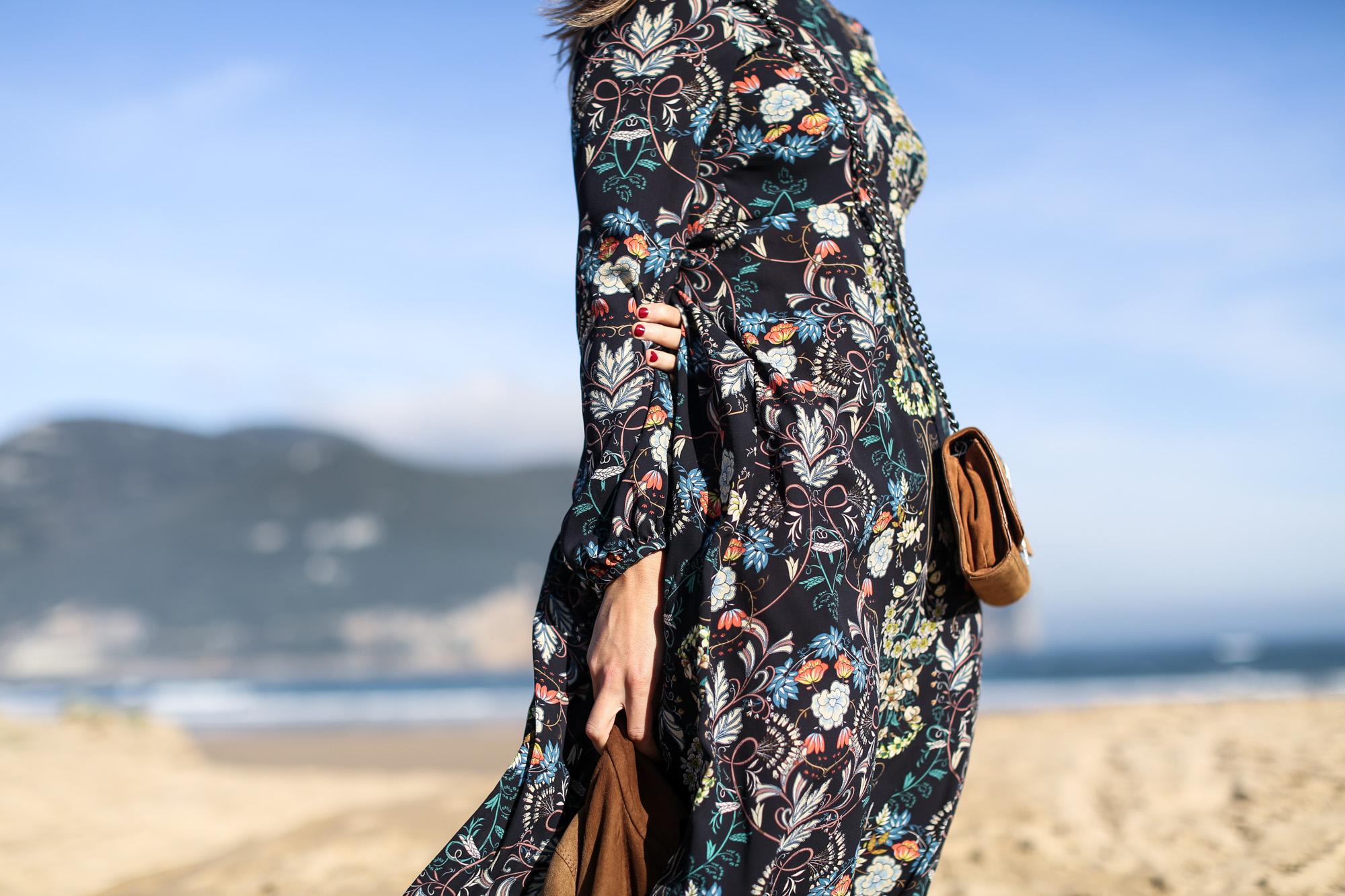 Clochet_streetstyle_zara_flower_print_midi_dress_vintage_suede_jacket-11