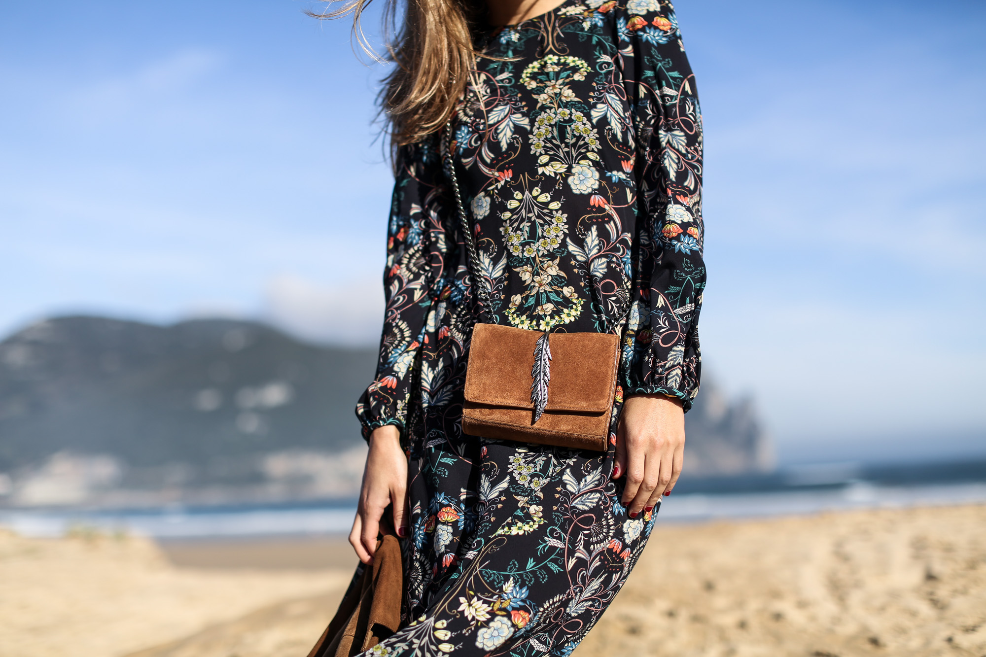 Clochet_streetstyle_zara_flower_print_midi_dress_vintage_suede_jacket-12