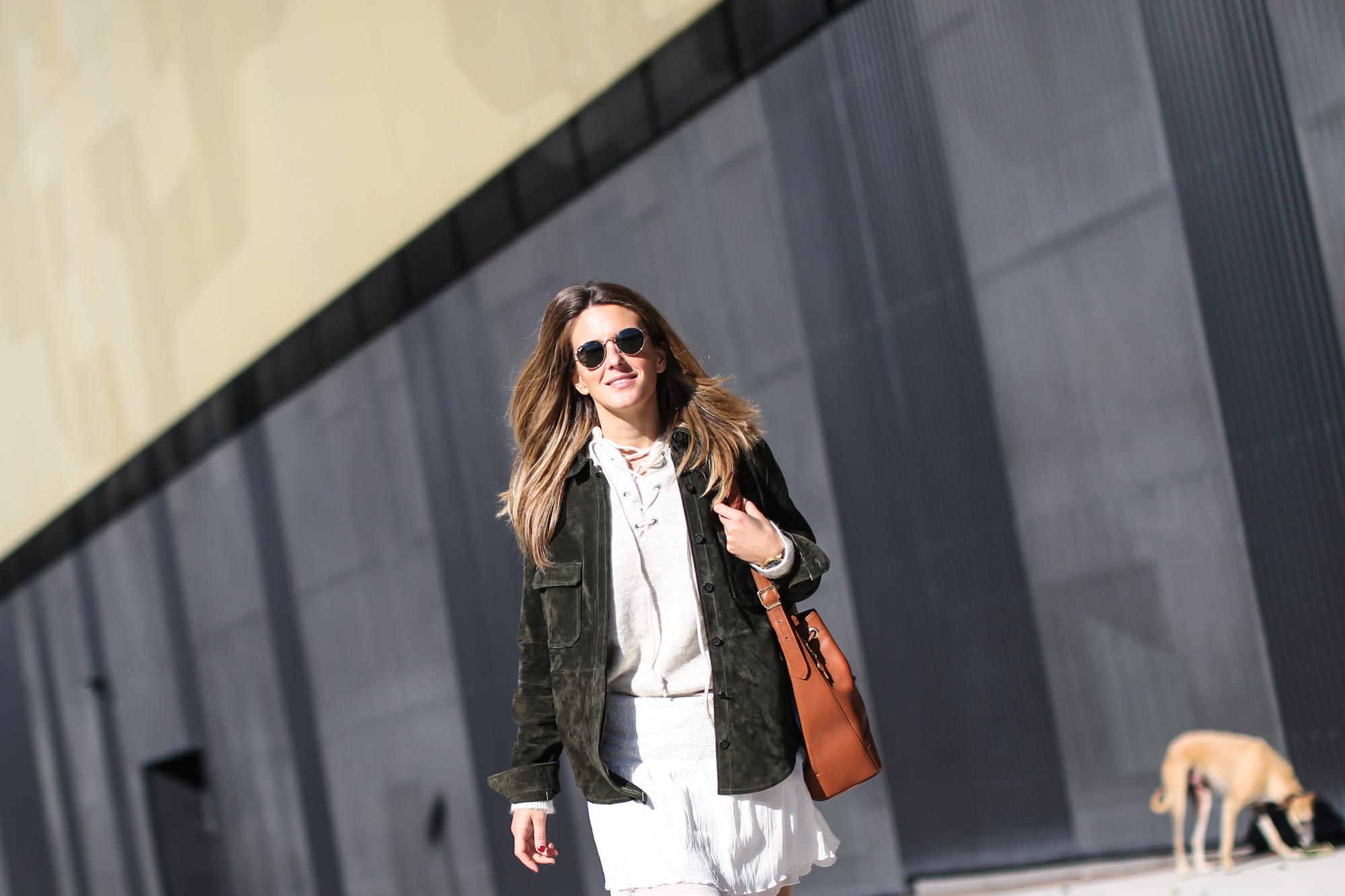 Clochet_streetstyle_zara_green_suede_jacket_beige_mango_cowboy_boots-3