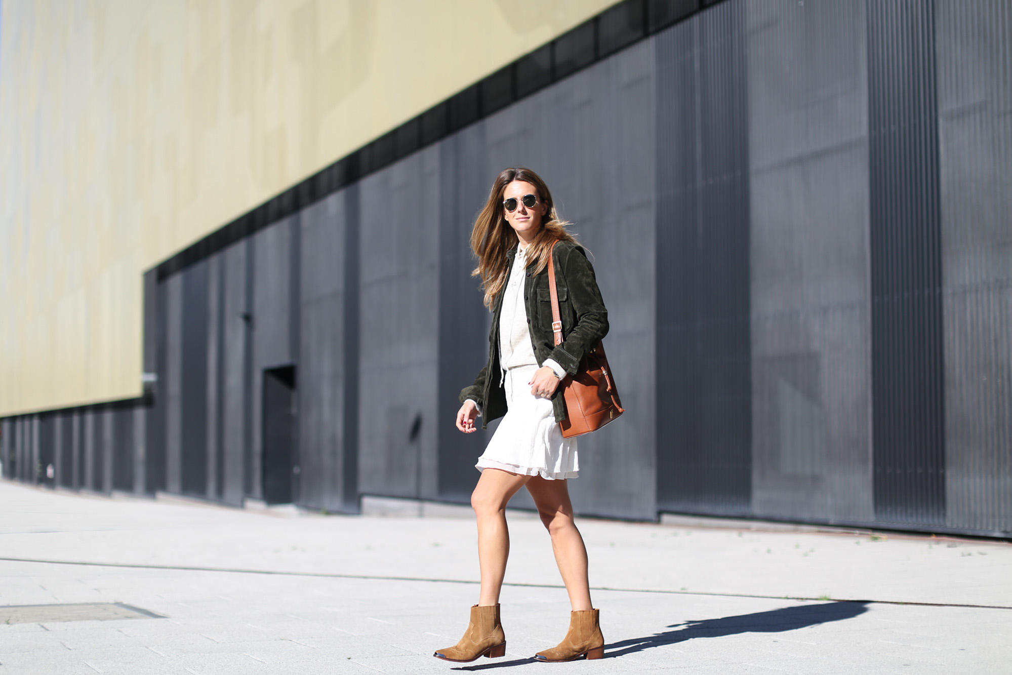 Clochet_streetstyle_zara_green_suede_jacket_beige_mango_cowboy_boots-4
