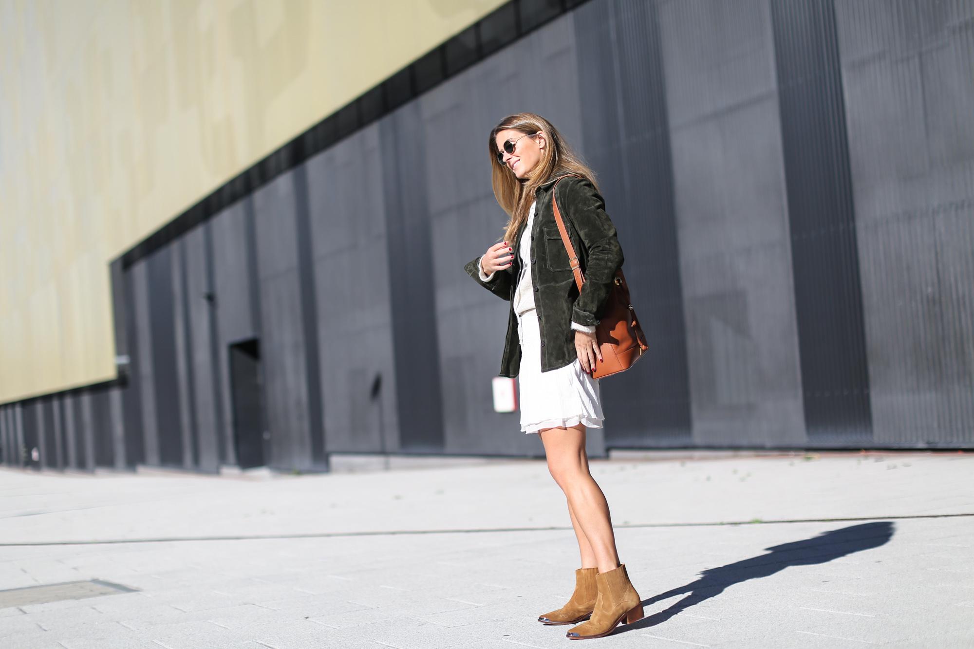 Clochet_streetstyle_zara_green_suede_jacket_beige_mango_cowboy_boots-5