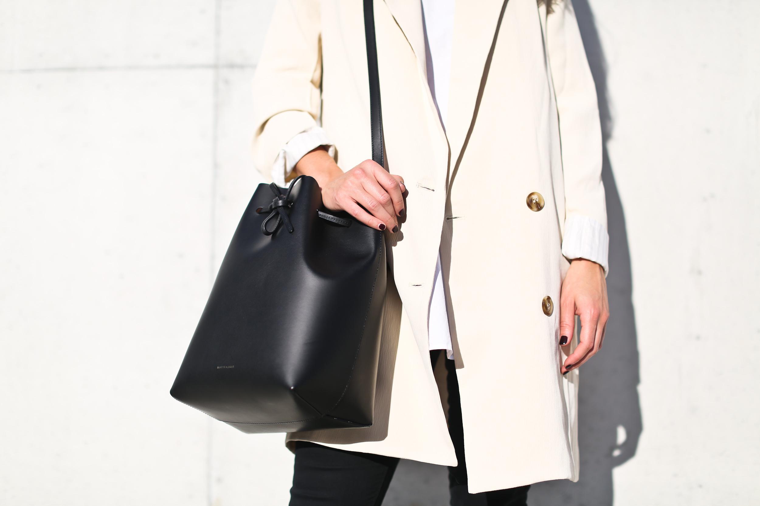 Clochet_streetstyle_chicwish_long_white_blazer_nike_roshe_one_leztinstreet_mansur_gavriel_bucket_bag-16