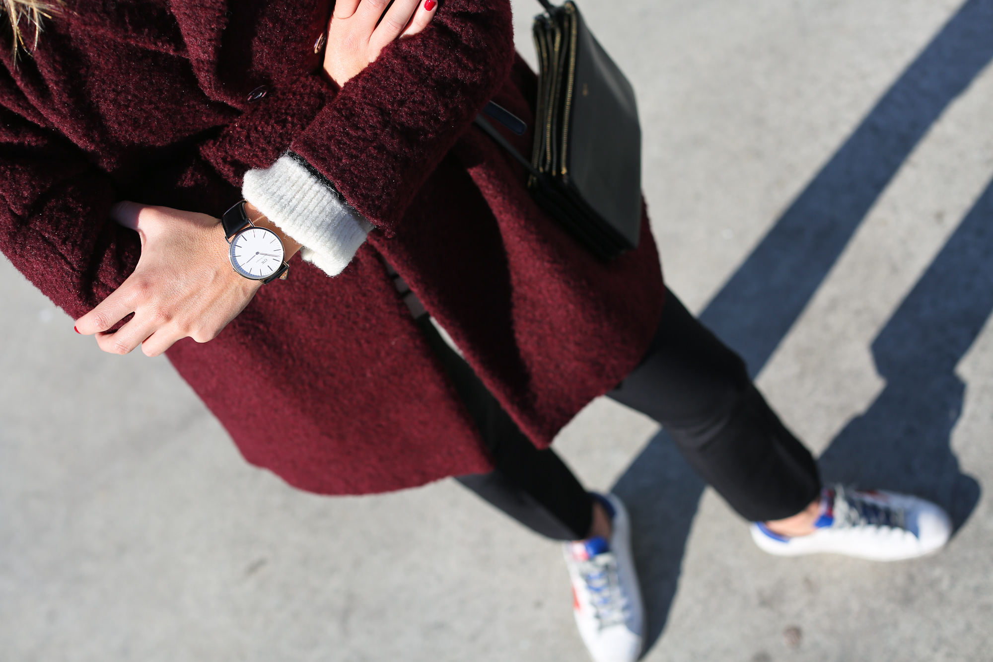 Clochet_streetstyle_golden_goose_deluxe_brand_sneakers_burgundy_coat-14