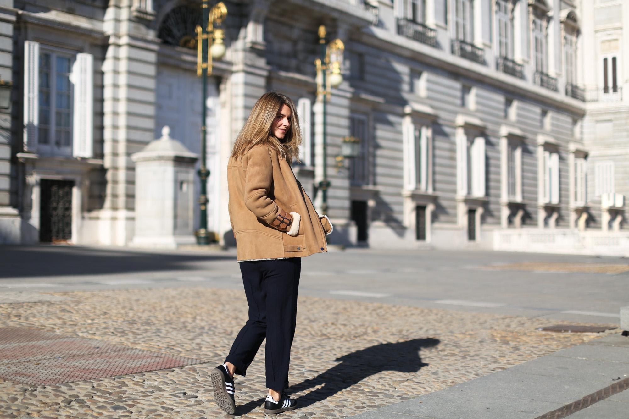 Clochet_streetstyle_mango_suede_leather_aviator_coat_adidas_samba_leztinstreet-7