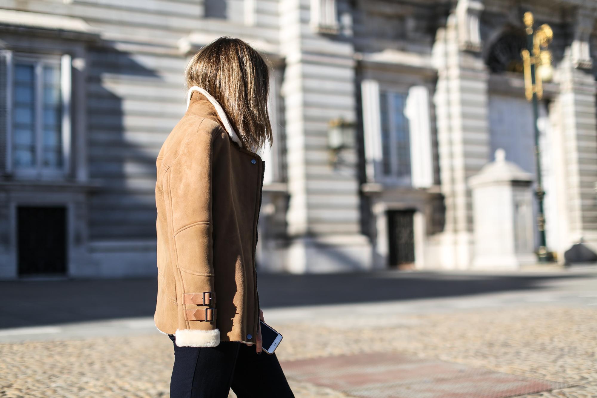 Clochet_streetstyle_mango_suede_leather_aviator_coat_adidas_samba_leztinstreet-9