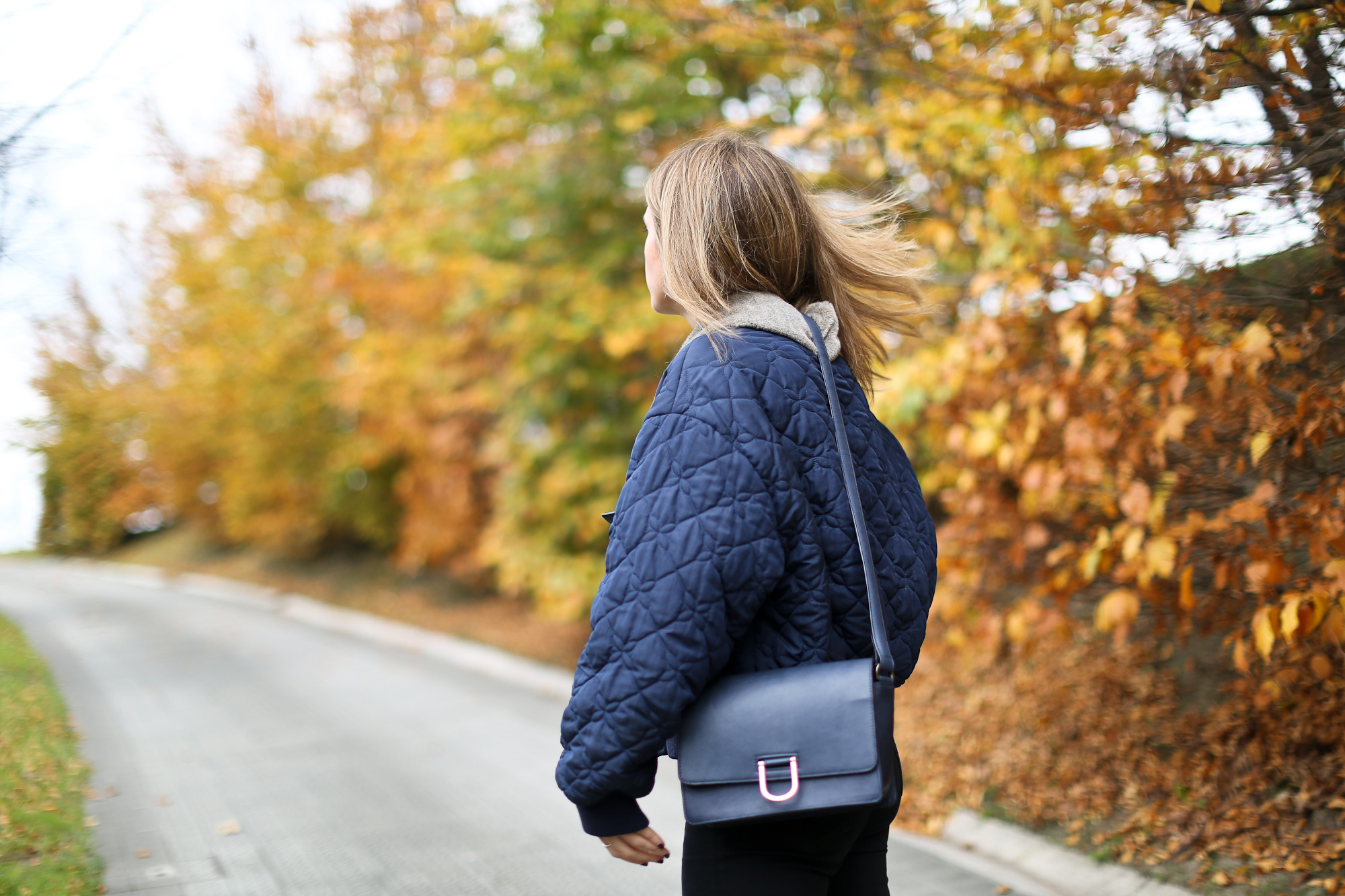 Clochet_streetstyle_stefanel_bomber_jacket_mango_suede_pumps-13