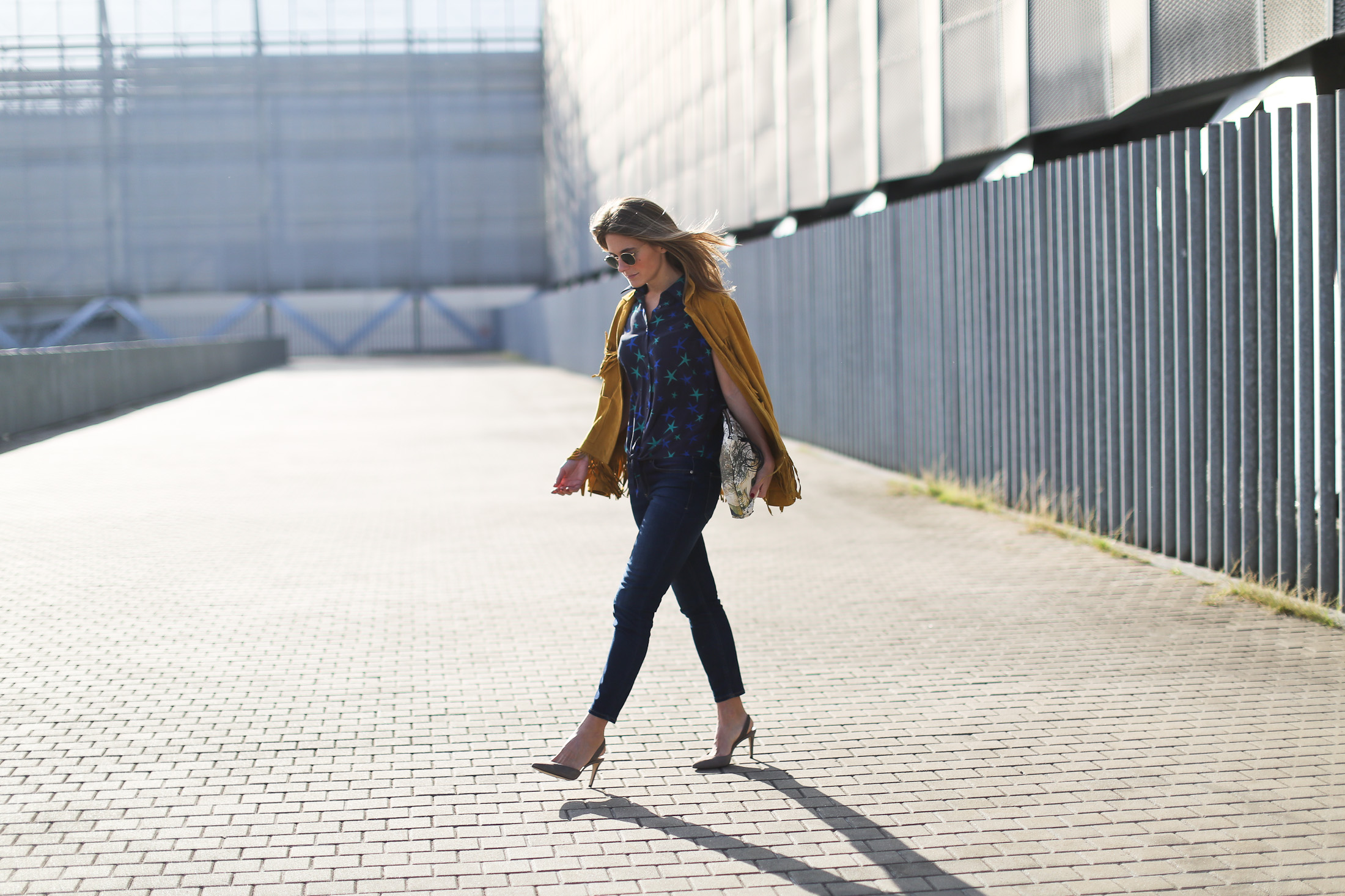 Clochet_streetstyle_zubi_helsinki_clutch_trimmerbilbao_equipment_france_silk_blouse-16