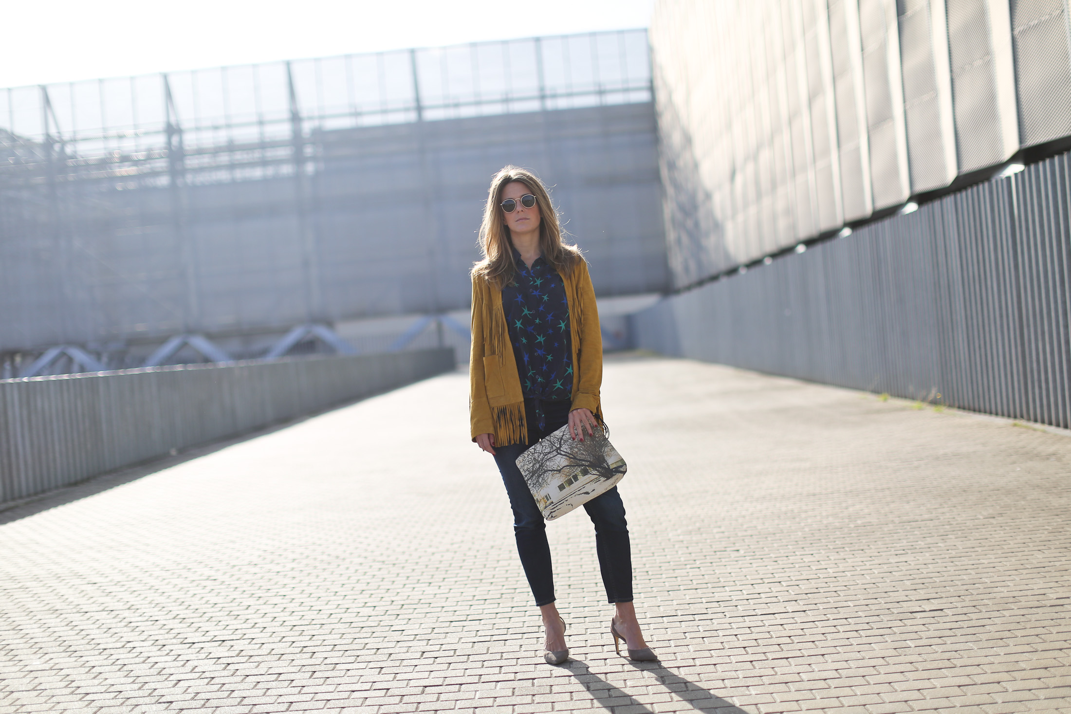 Clochet_streetstyle_zubi_helsinki_clutch_trimmerbilbao_equipment_france_silk_blouse-6
