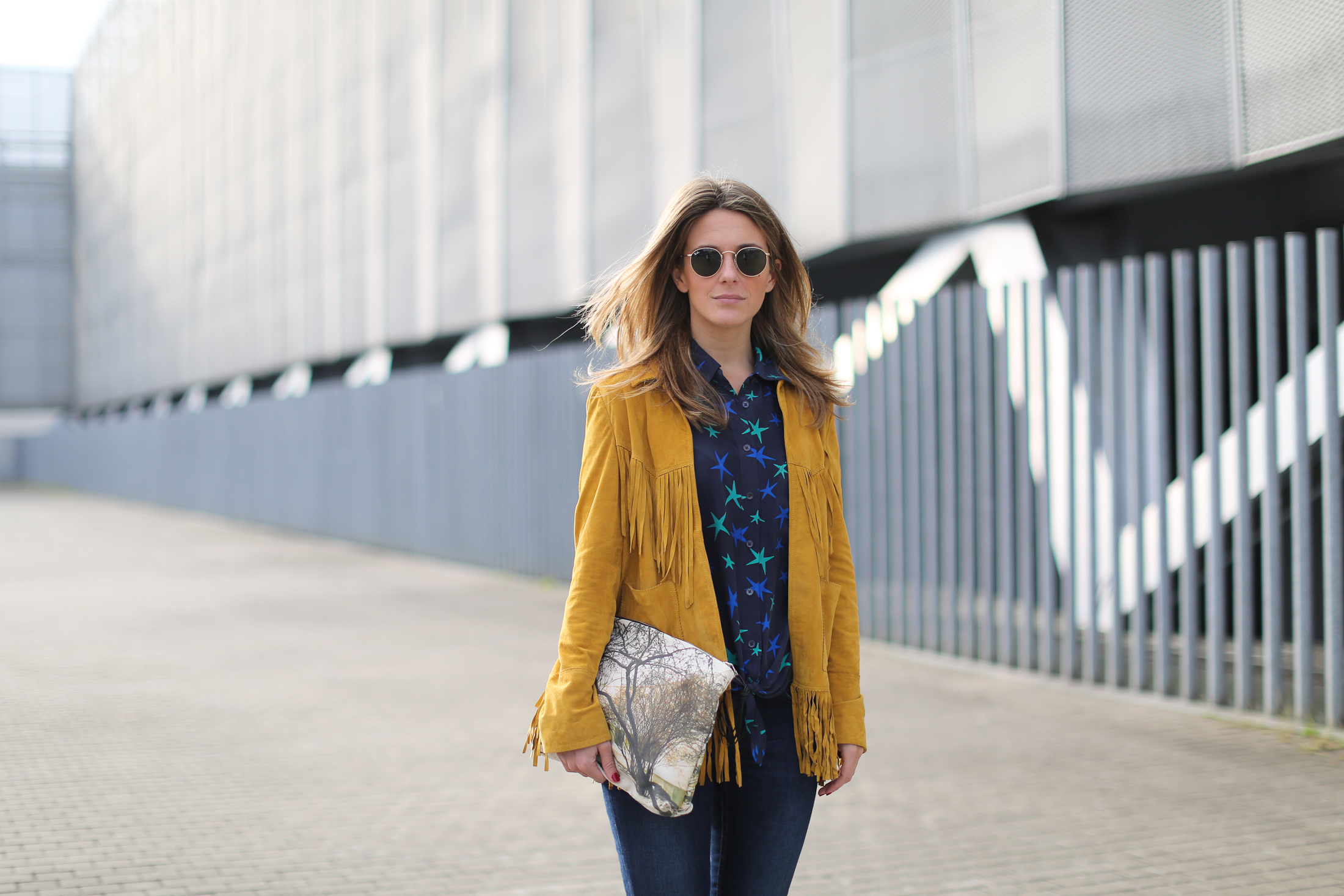 Clochet_streetstyle_zubi_helsinki_clutch_trimmerbilbao_equipment_france_silk_blouse