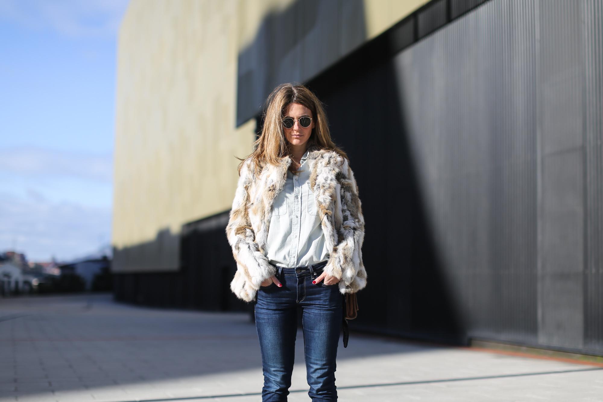 Clochet_streetstyle_blanco_fur_jacket_cowboy_boots-6