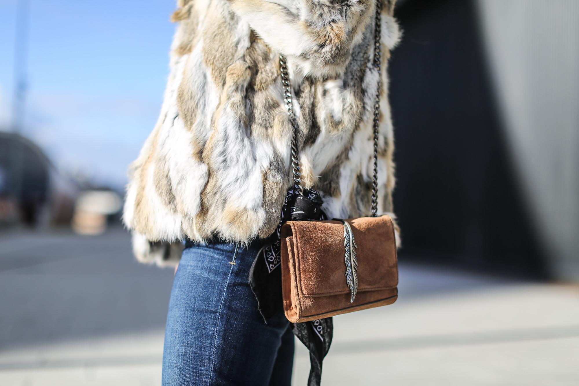 Clochet_streetstyle_blanco_fur_jacket_cowboy_boots-8