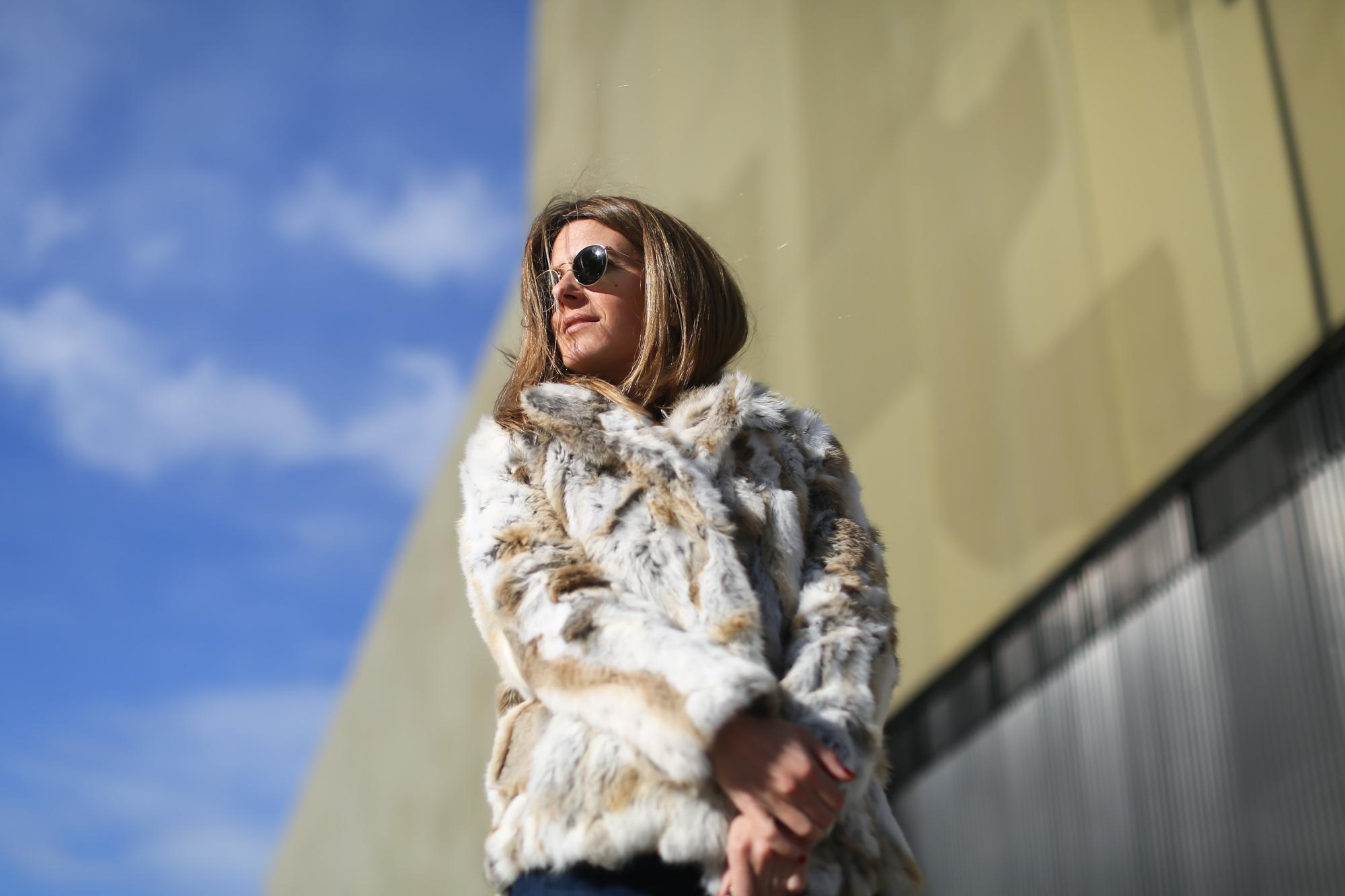 Clochet_streetstyle_blanco_fur_jacket_cowboy_boots-9