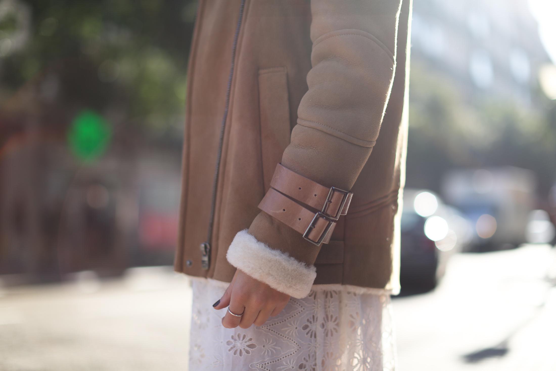 Clochet_streetstyle_mango_shearling_aviator_coat_adidas_samba_leztinstreet-10