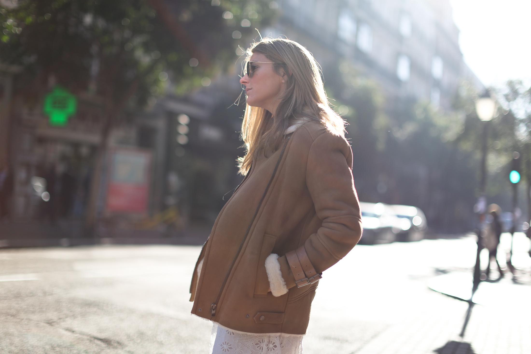 Clochet_streetstyle_mango_shearling_aviator_coat_adidas_samba_leztinstreet-2
