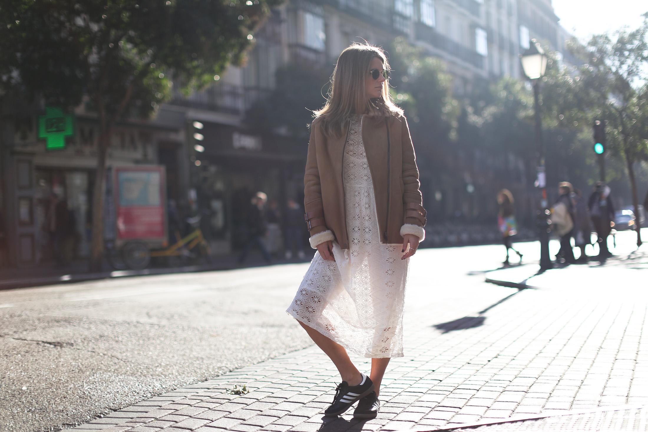 Clochet_streetstyle_mango_shearling_aviator_coat_adidas_samba_leztinstreet-4