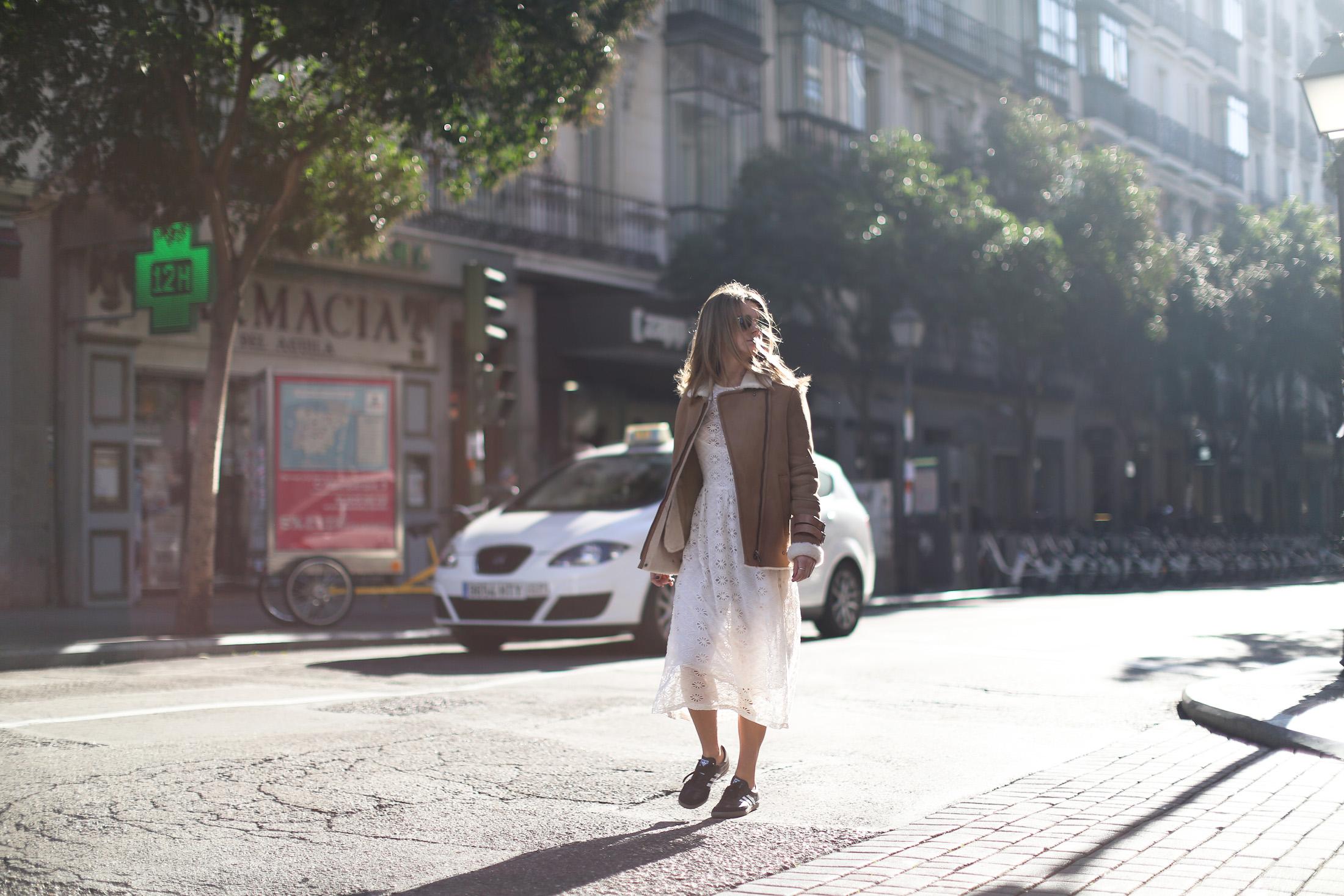Clochet_streetstyle_mango_shearling_aviator_coat_adidas_samba_leztinstreet-5