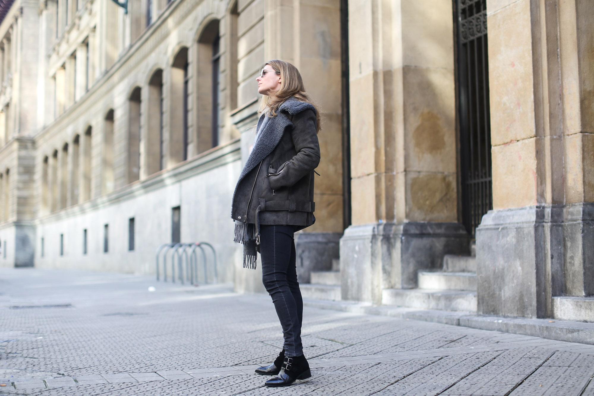 Clochet_streetstyle_olive_clothing_oversize_rider_kakhi_jacket-2