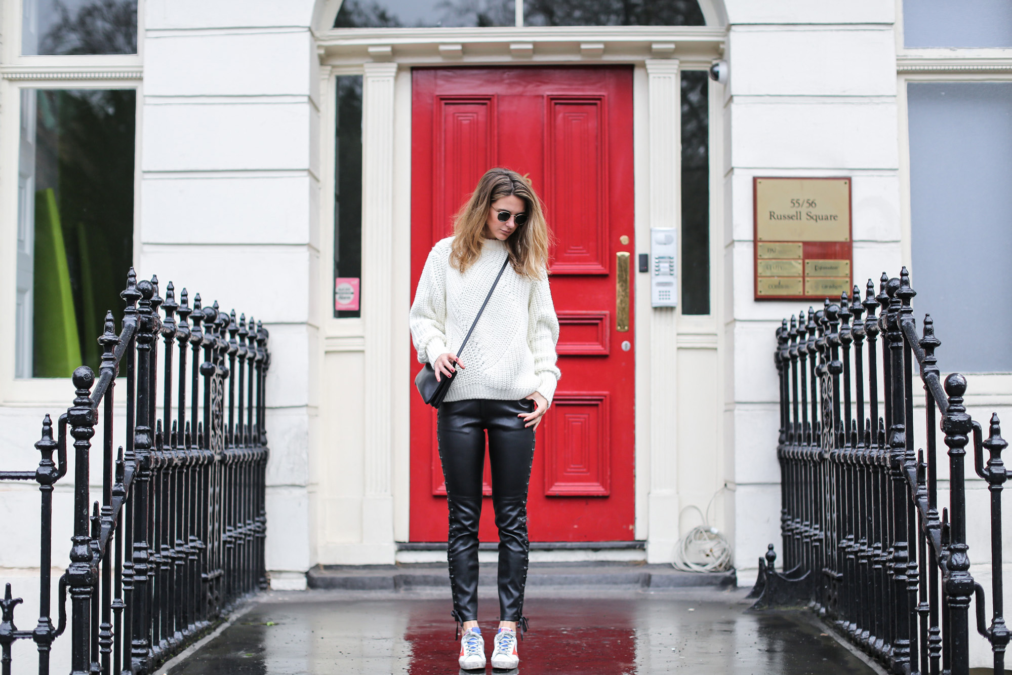 clochet_streetstyle_isabel_marant_leather_trousers_golden_goose_deluxe_brand_superstar_sneakers-3