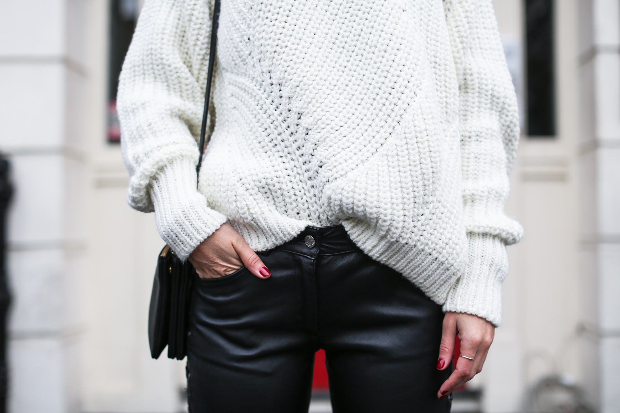 clochet_streetstyle_isabel_marant_leather_trousers_golden_goose_deluxe_brand_superstar_sneakers-5