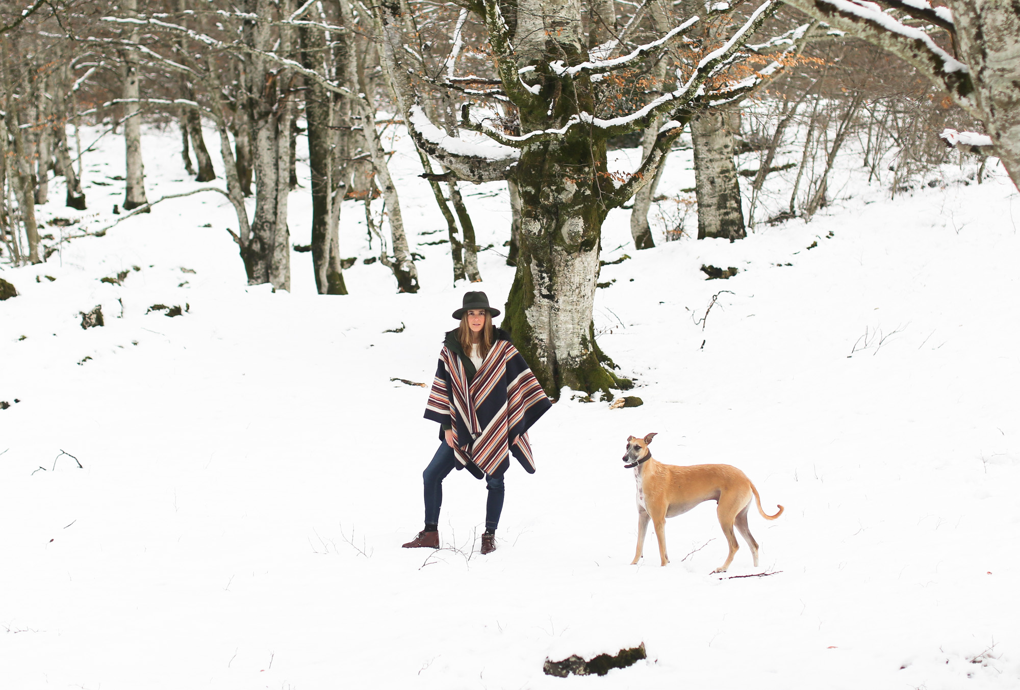 clochet_streetstyle_l'americaine_Andco_wool_poncho_panamajack_boots_snow-9