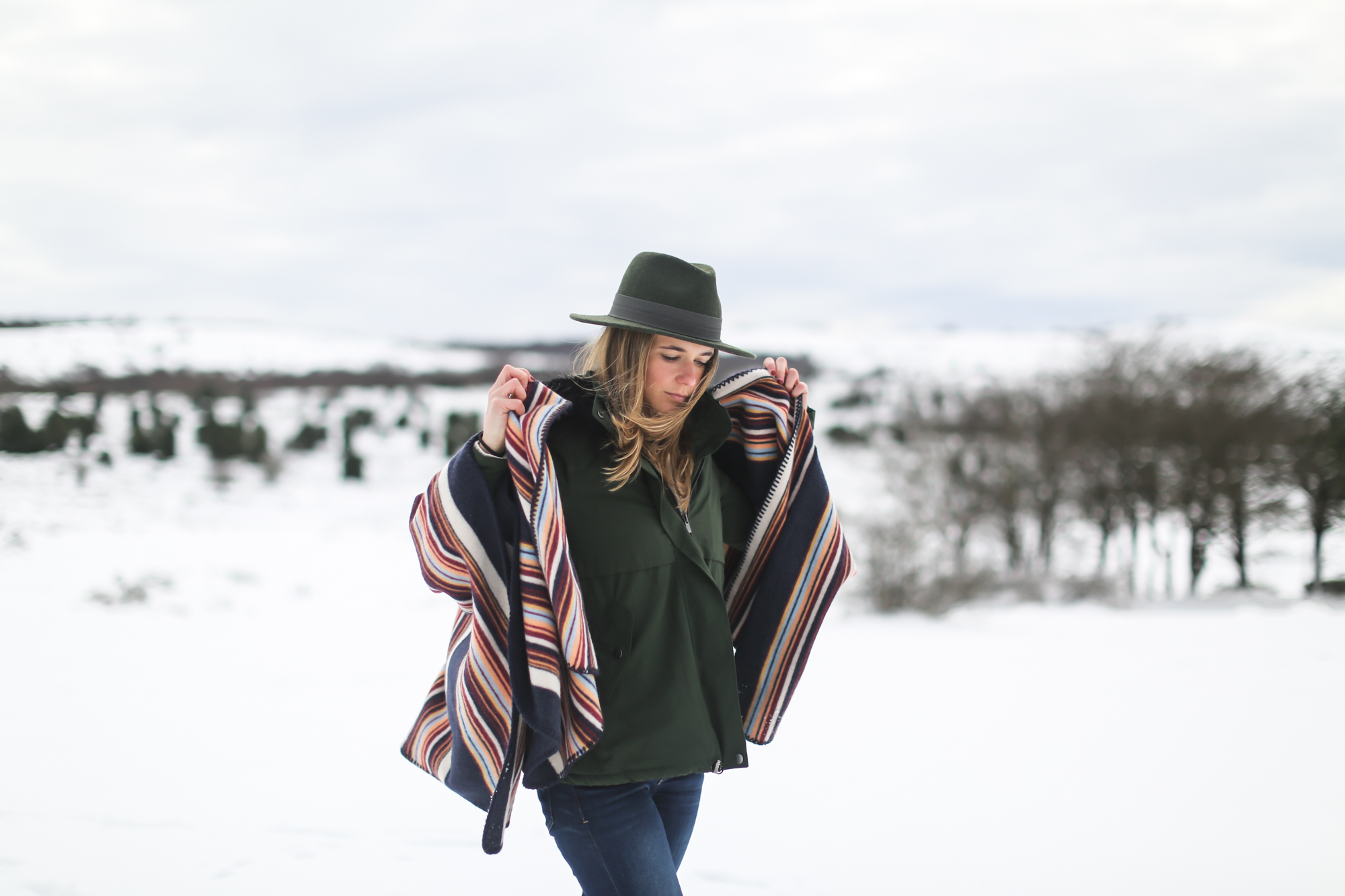 clochet_streetstyle_l'americaine_Andco_wool_poncho_panamajack_boots_snow
